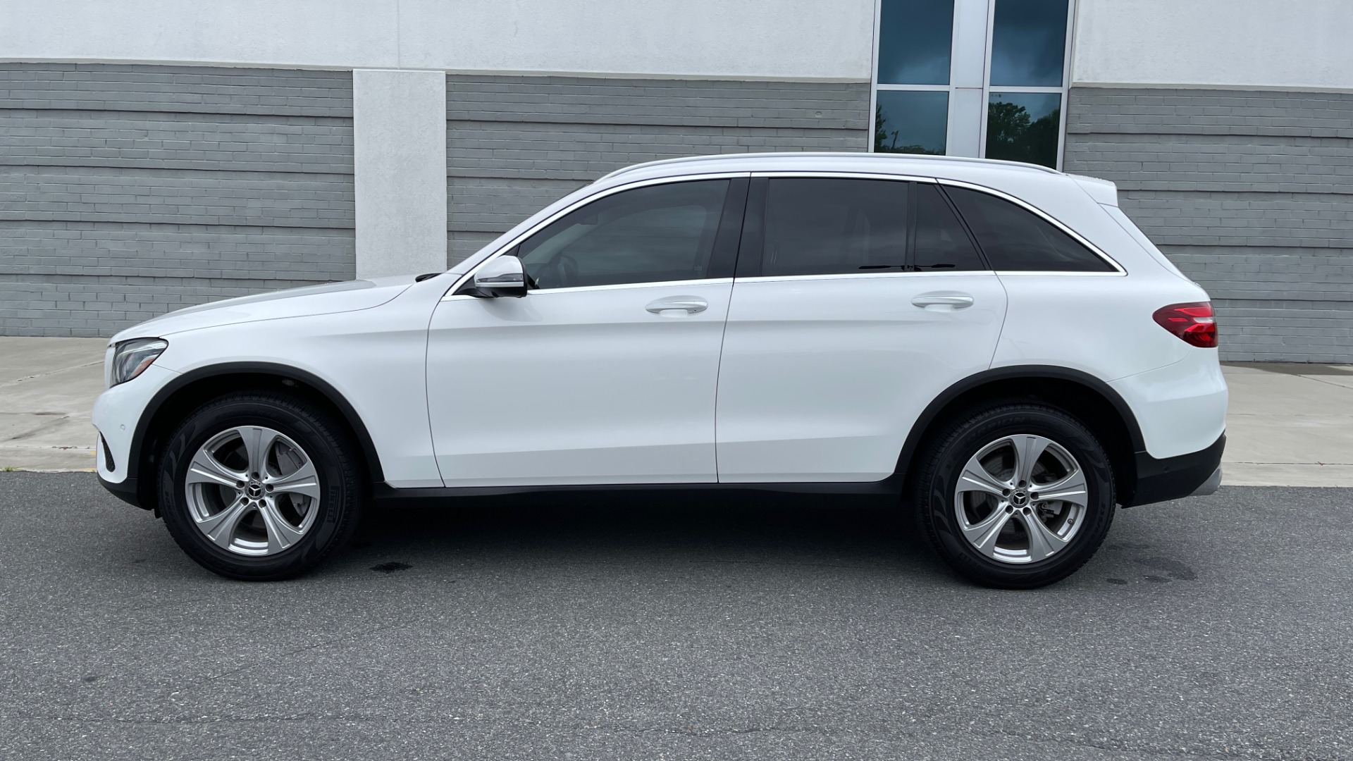 Used 2018 Mercedes-Benz GLC 300 PREMIUM / PANO-ROOF / HTD STS / PARK ASST / REARVIEW for sale $34,613 at Formula Imports in Charlotte NC 28227 4