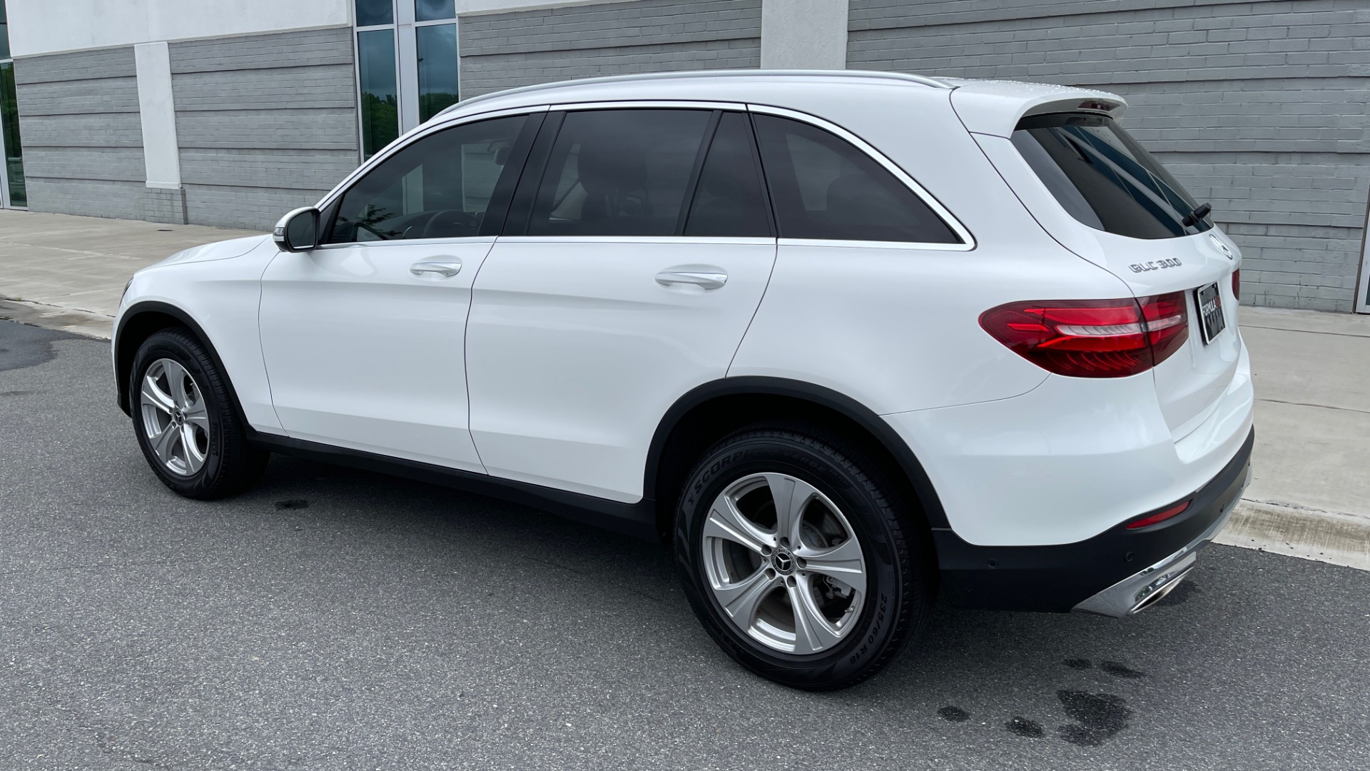 Used 2018 Mercedes-Benz GLC 300 PREMIUM / PANO-ROOF / HTD STS / PARK ASST / REARVIEW for sale $34,613 at Formula Imports in Charlotte NC 28227 5