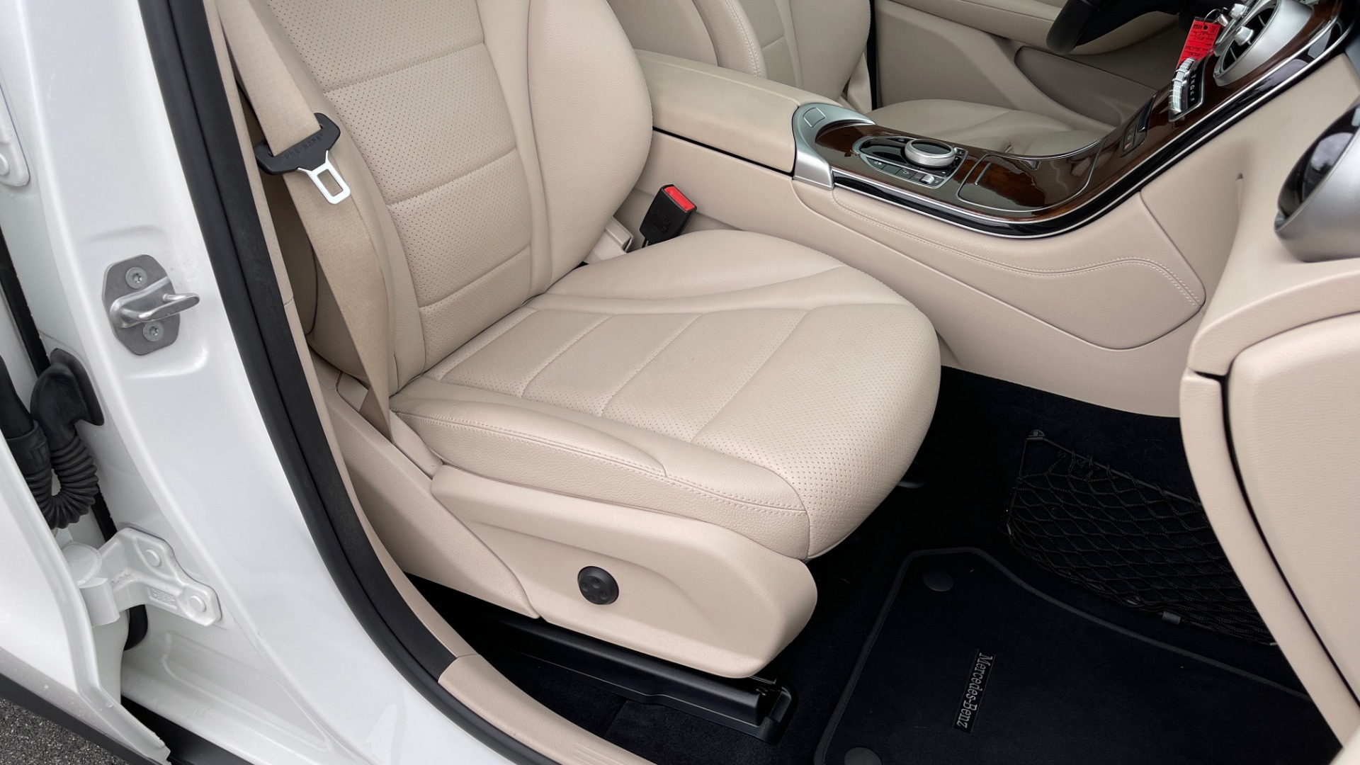 Used 2018 Mercedes-Benz GLC 300 PREMIUM / PANO-ROOF / HTD STS / PARK ASST / REARVIEW for sale $34,613 at Formula Imports in Charlotte NC 28227 57