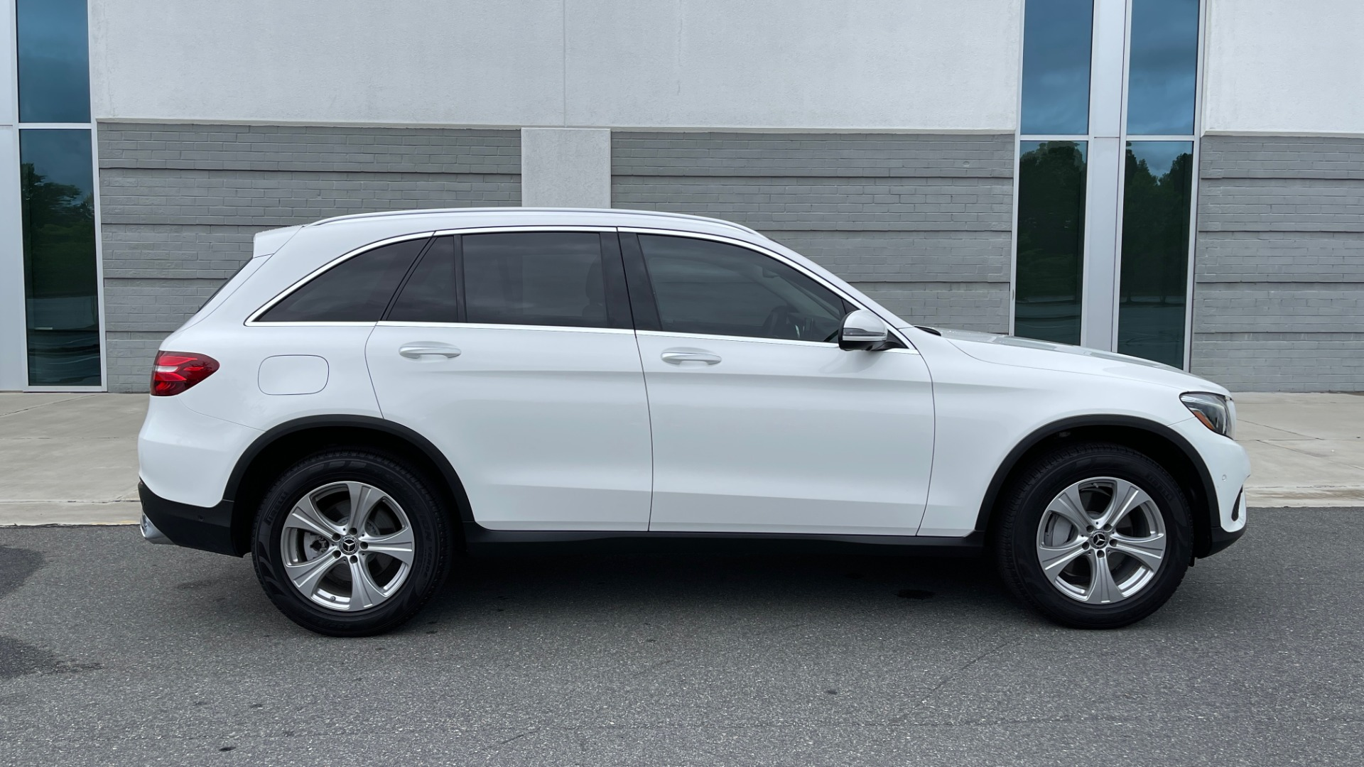Used 2018 Mercedes-Benz GLC 300 PREMIUM / PANO-ROOF / HTD STS / PARK ASST / REARVIEW for sale $34,613 at Formula Imports in Charlotte NC 28227 7
