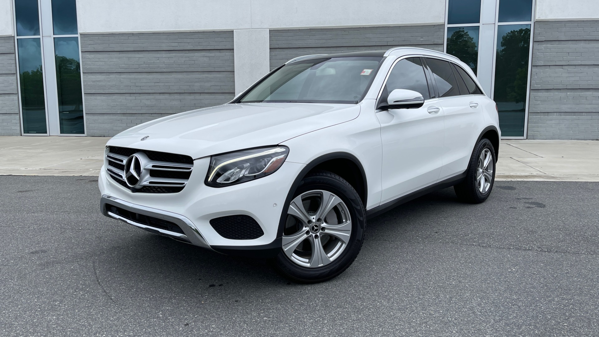 Used 2018 Mercedes-Benz GLC 300 PREMIUM / PANO-ROOF / HTD STS / PARK ASST / REARVIEW for sale $34,613 at Formula Imports in Charlotte NC 28227 1
