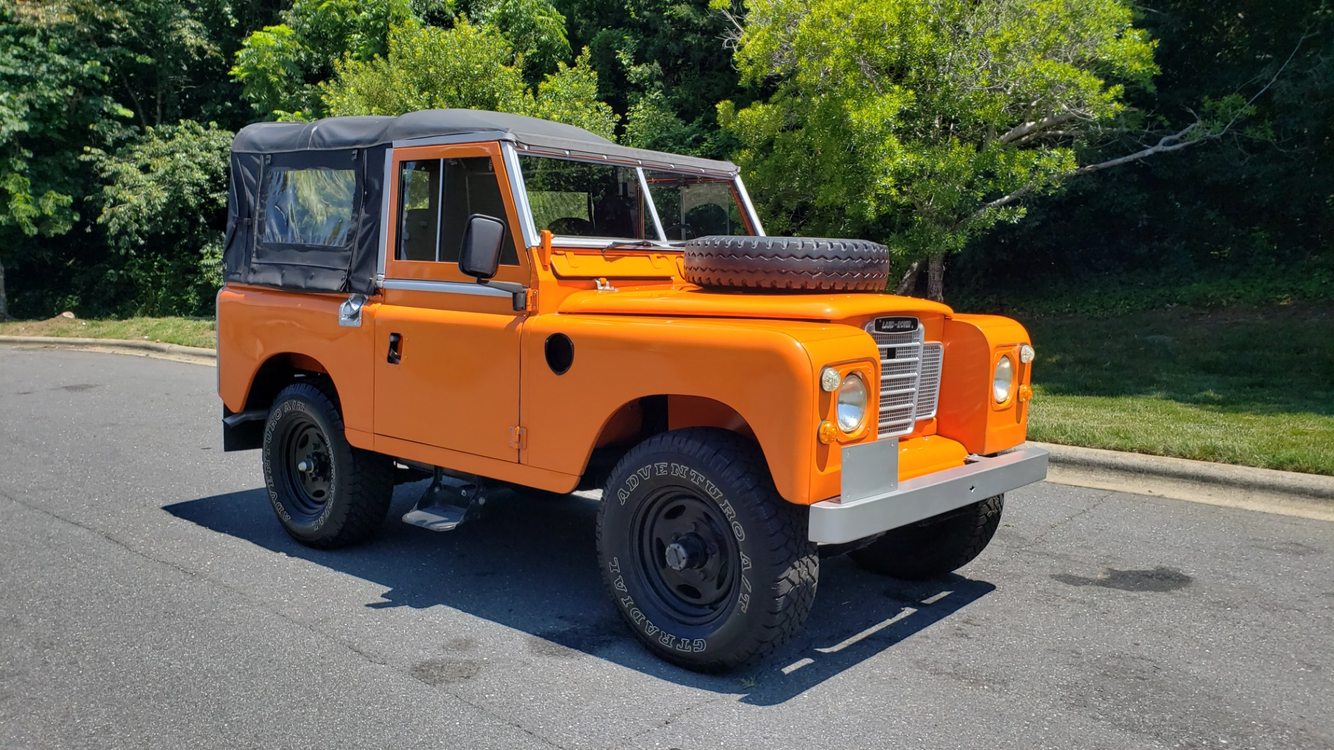 Used 1982 Land Rover SERIES 3 4X4 / SOFT-TOP / FULLY RESTORED / RUNS GREAT for sale $41,900 at Formula Imports in Charlotte NC 28227 4