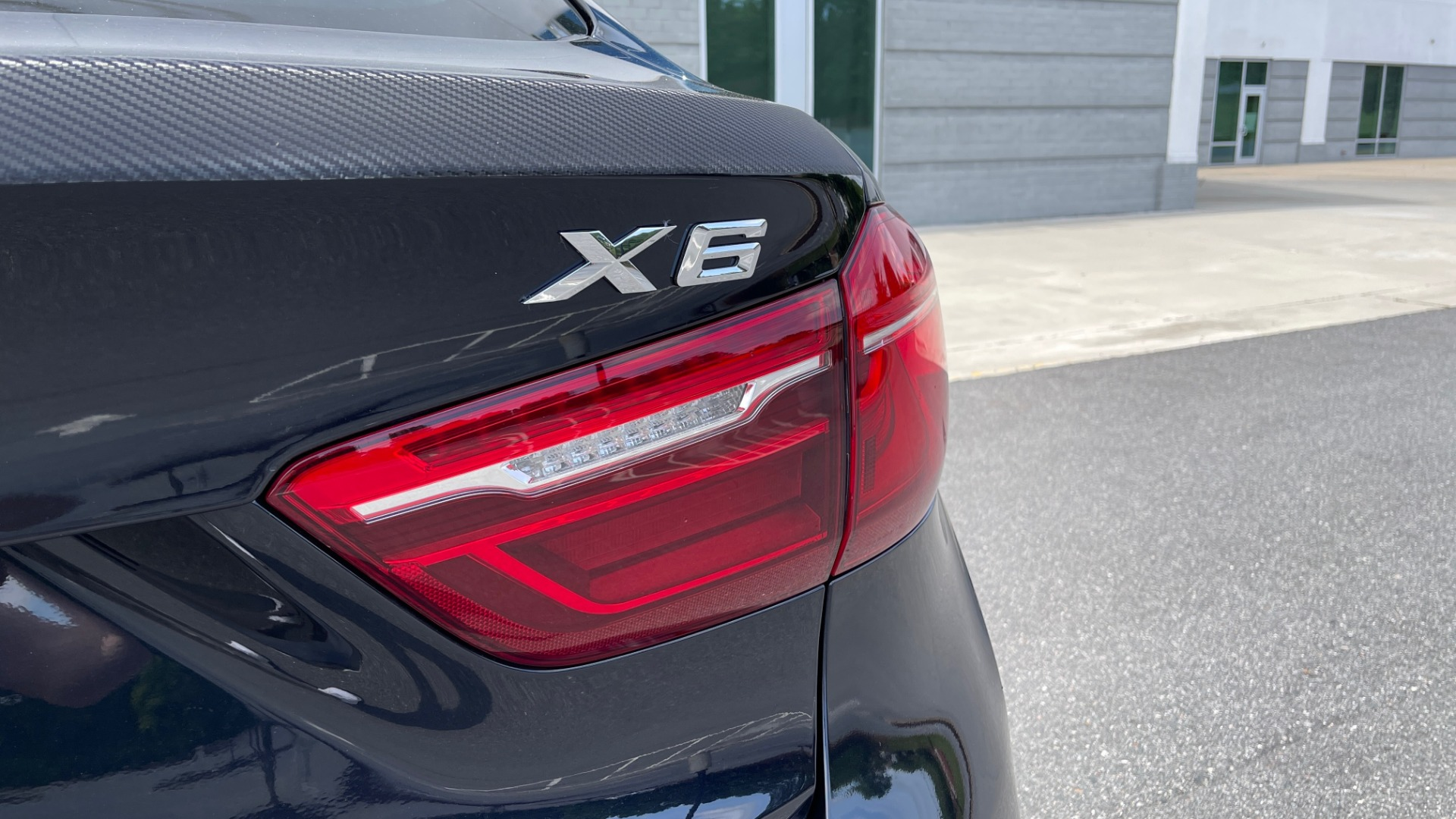 Used 2018 BMW X6 XDRIVE35I M-SPORT / DRVR ASST / PRK ASST / H/K SND / APPLE / WIRELESS CHARG for sale $51,995 at Formula Imports in Charlotte NC 28227 26