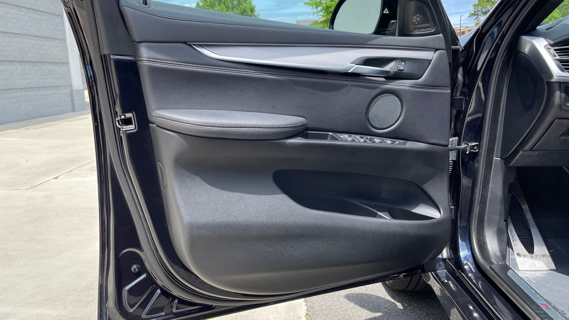 Used 2018 BMW X6 XDRIVE35I M-SPORT / DRVR ASST / PRK ASST / H/K SND / APPLE / WIRELESS CHARG for sale $51,995 at Formula Imports in Charlotte NC 28227 28