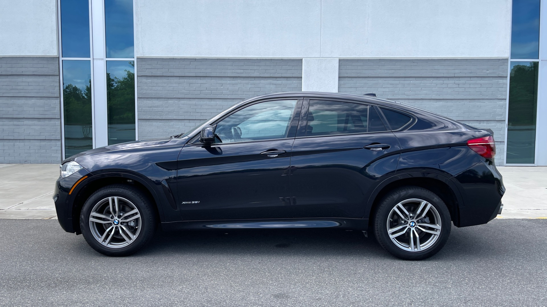 Used 2018 BMW X6 XDRIVE35I M-SPORT / DRVR ASST / PRK ASST / H/K SND / APPLE / WIRELESS CHARG for sale $51,995 at Formula Imports in Charlotte NC 28227 4