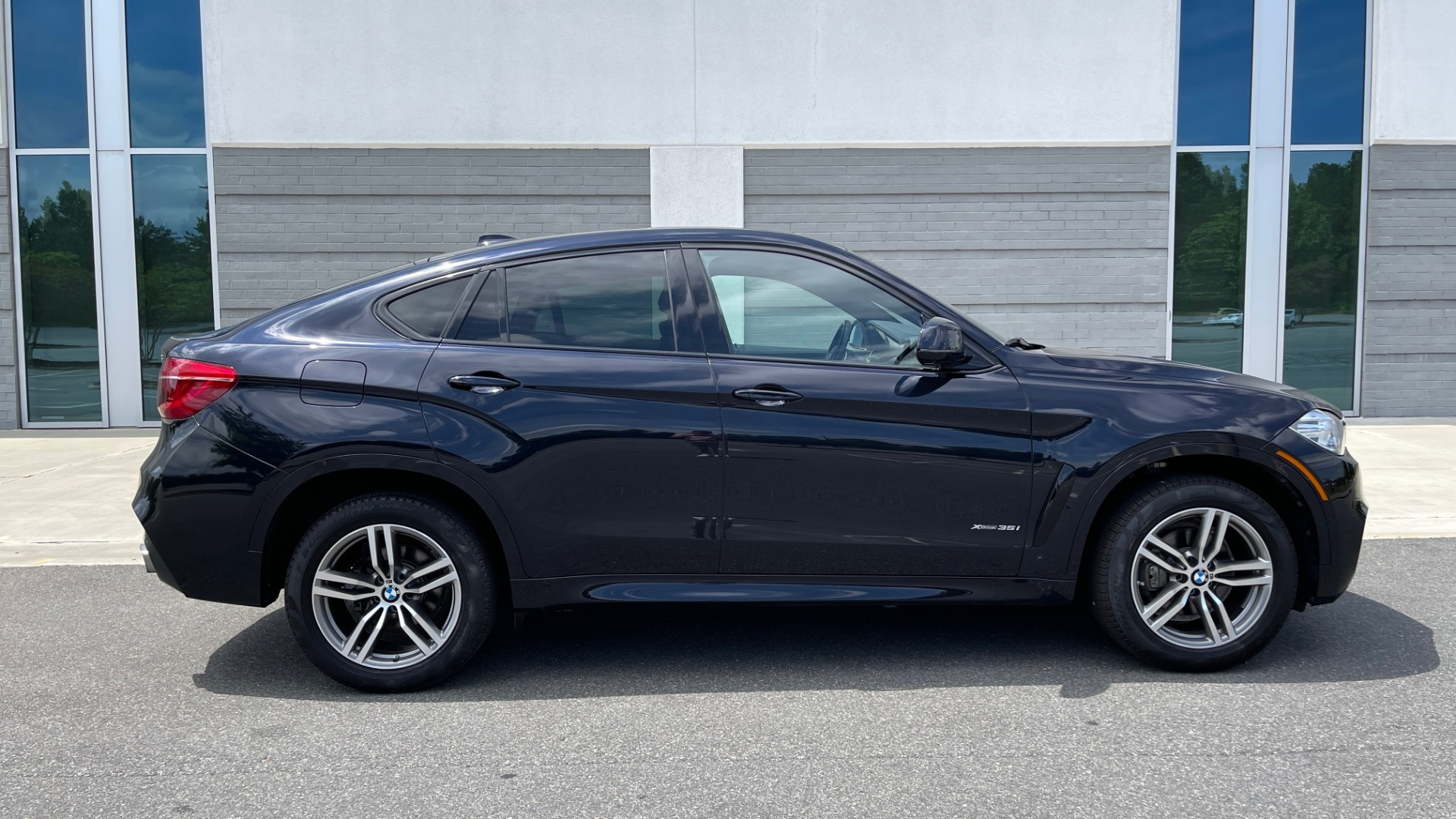 Used 2018 BMW X6 XDRIVE35I M-SPORT / DRVR ASST / PRK ASST / H/K SND / APPLE / WIRELESS CHARG for sale $51,995 at Formula Imports in Charlotte NC 28227 6