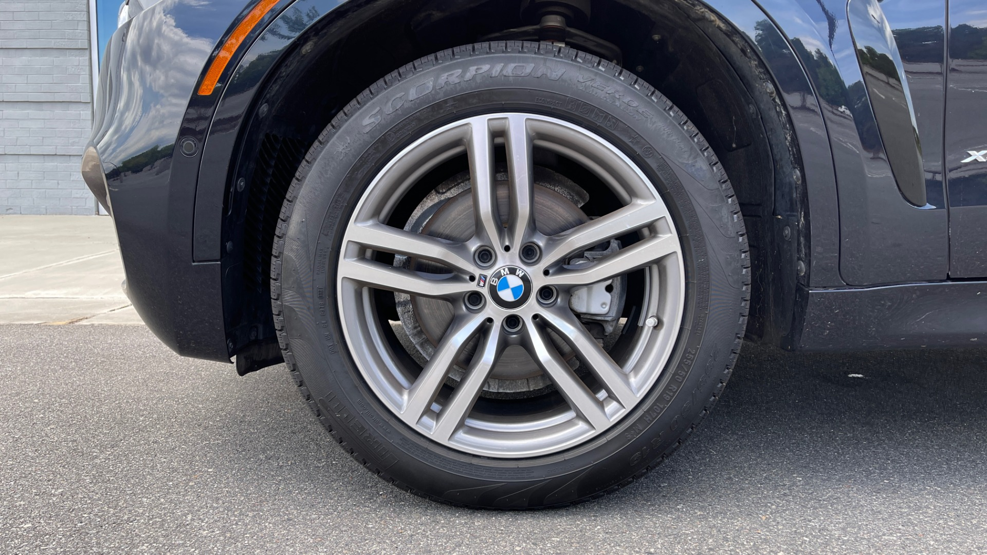Used 2018 BMW X6 XDRIVE35I M-SPORT / DRVR ASST / PRK ASST / H/K SND / APPLE / WIRELESS CHARG for sale $51,995 at Formula Imports in Charlotte NC 28227 69