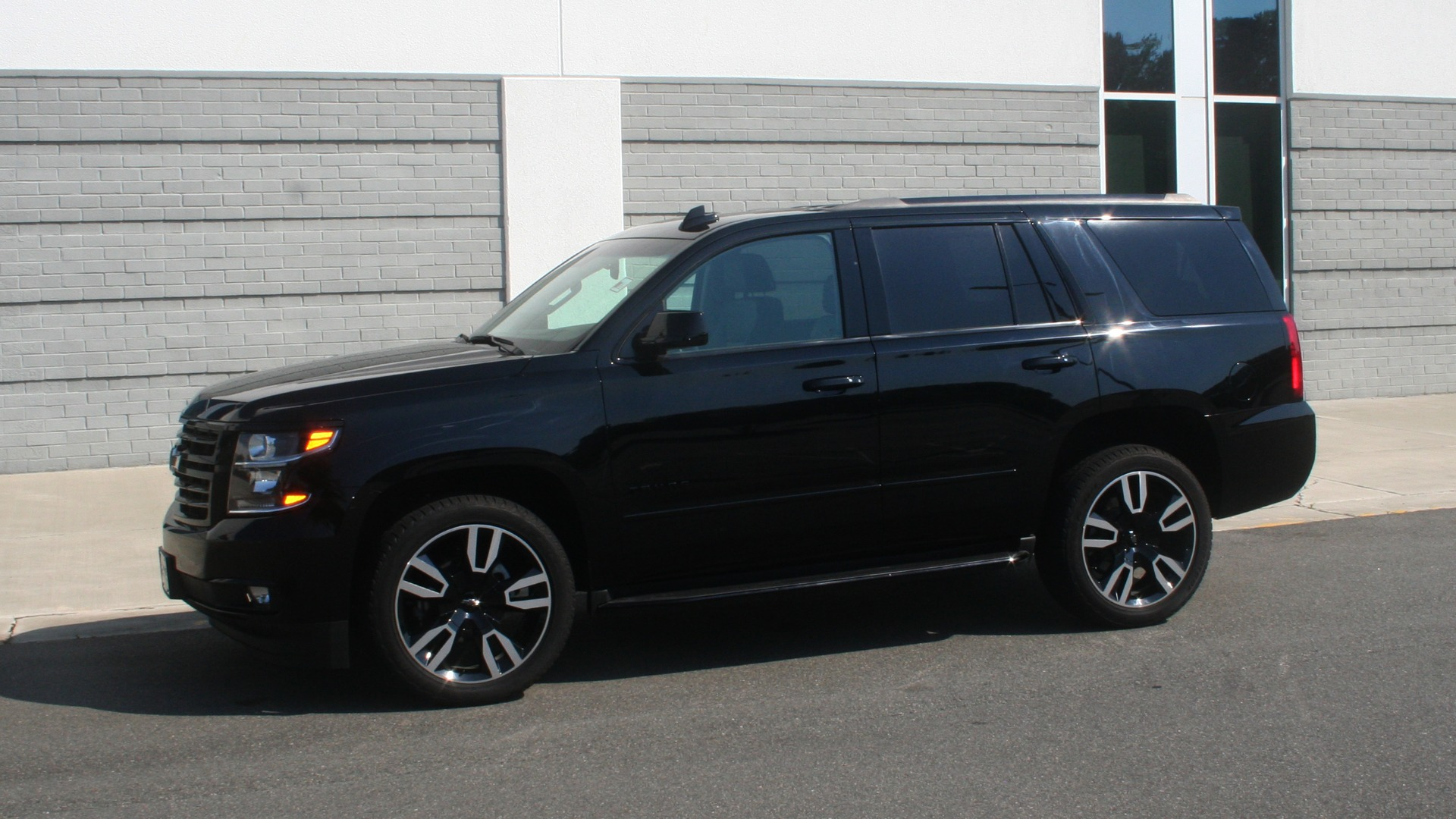Used 2018 Chevrolet TAHOE PREMIER RST / 4X4 / NAV / BOSE / SUNROOF / 3-ROW / REARVIEW for sale $65,995 at Formula Imports in Charlotte NC 28227 4