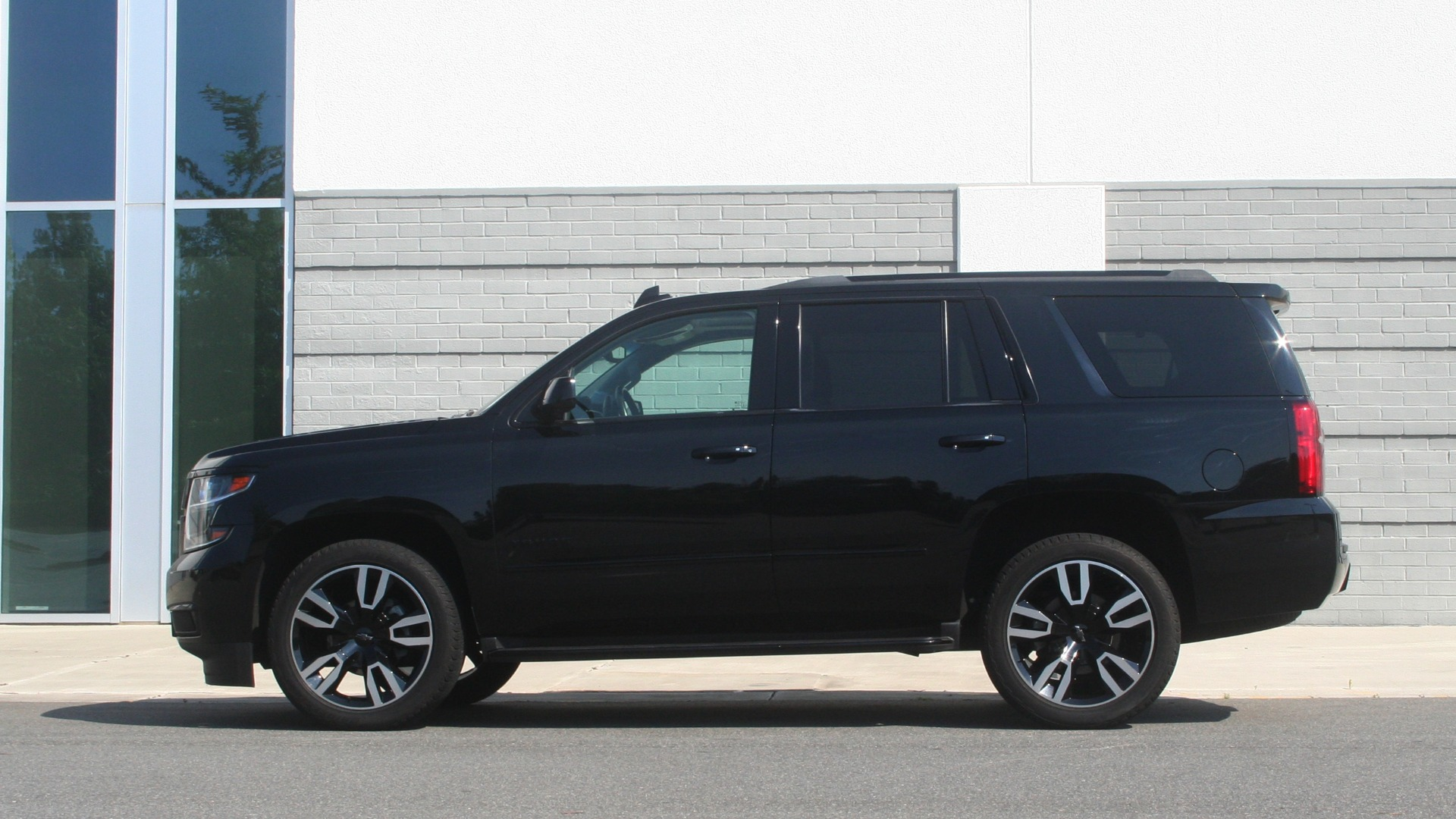 Used 2018 Chevrolet TAHOE PREMIER RST / 4X4 / NAV / BOSE / SUNROOF / 3-ROW / REARVIEW for sale $65,995 at Formula Imports in Charlotte NC 28227 5