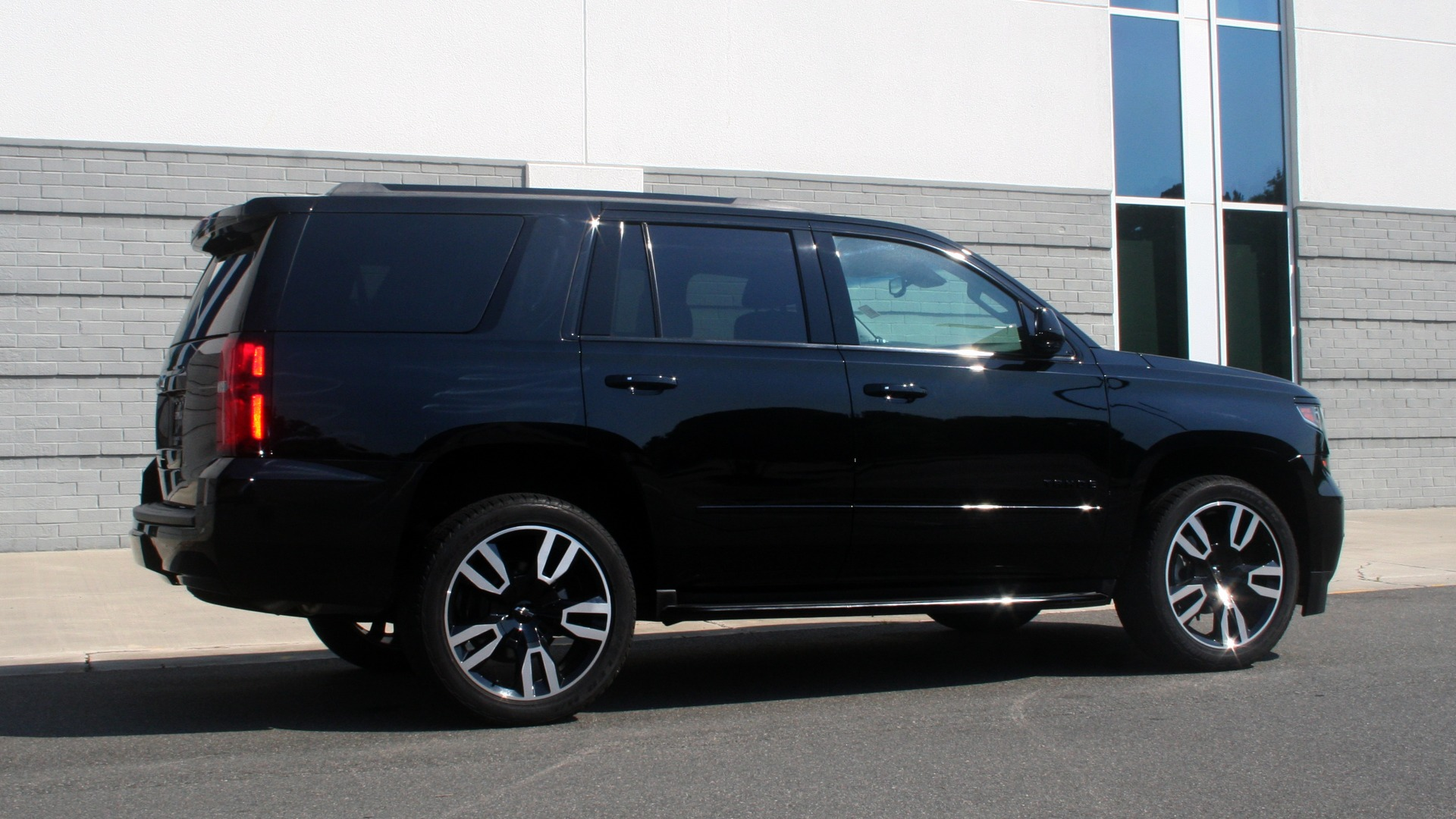 Used 2018 Chevrolet TAHOE PREMIER RST / 4X4 / NAV / BOSE / SUNROOF / 3-ROW / REARVIEW for sale $65,995 at Formula Imports in Charlotte NC 28227 8
