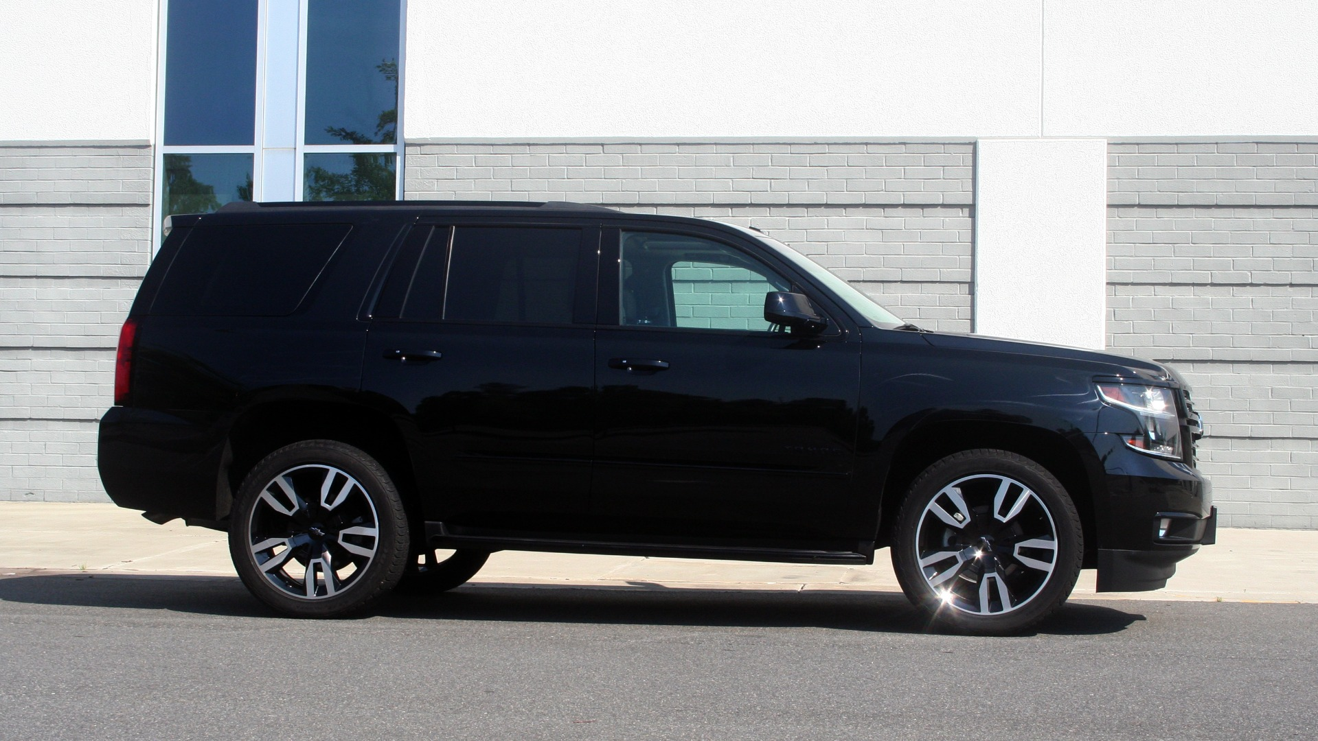 Used 2018 Chevrolet TAHOE PREMIER RST / 4X4 / NAV / BOSE / SUNROOF / 3-ROW / REARVIEW for sale $65,995 at Formula Imports in Charlotte NC 28227 9
