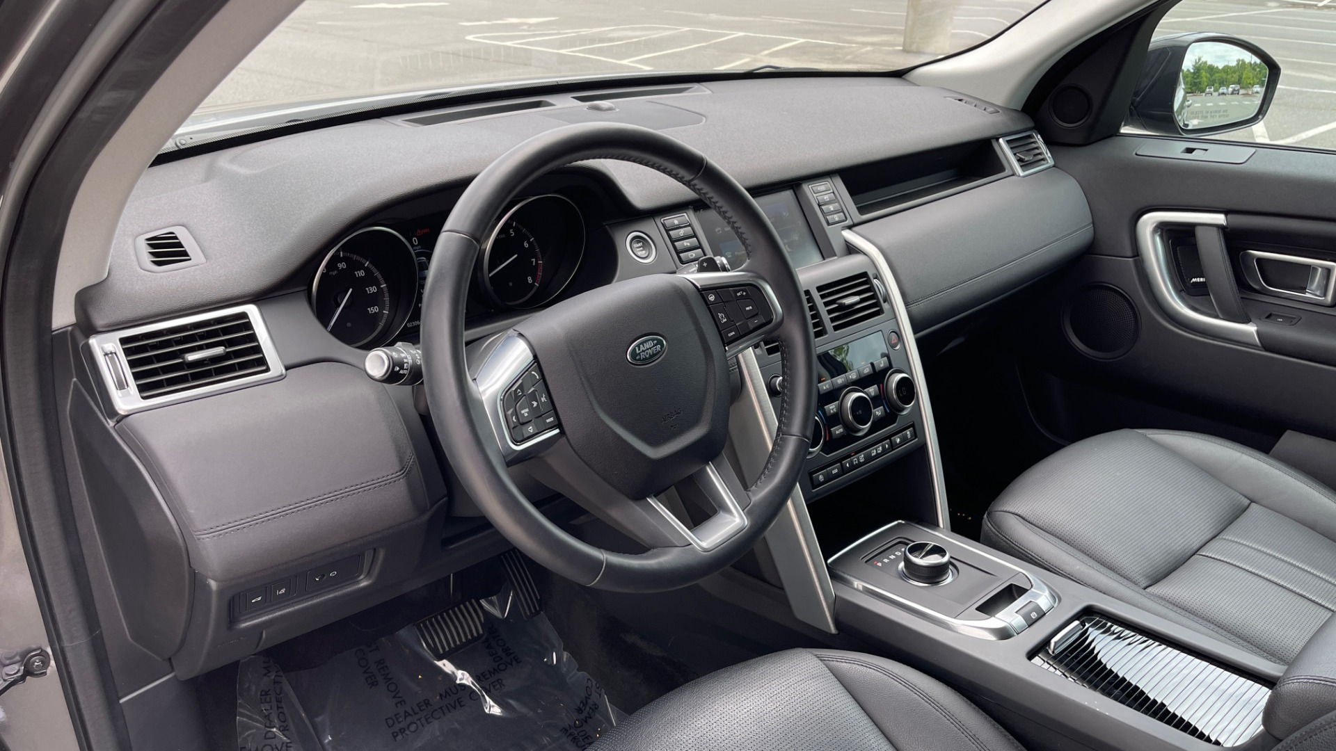 Used 2018 Land Rover DISCOVERY SPORT HSE 4WD / NAV / PANO-ROOF / MERIDIAN SND / HTD STS / LANE ASST / REARVIEW for sale $34,995 at Formula Imports in Charlotte NC 28227 37