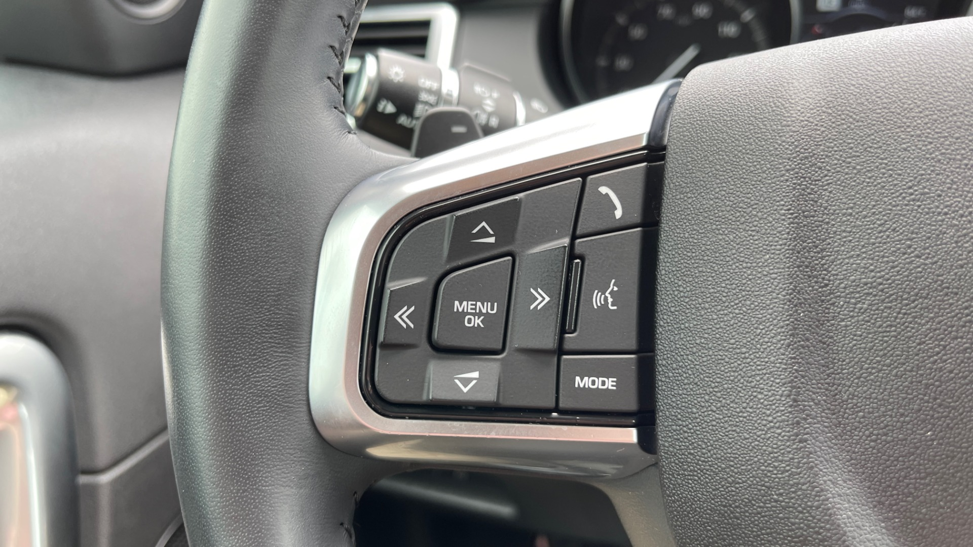 Used 2018 Land Rover DISCOVERY SPORT HSE 4WD / NAV / PANO-ROOF / MERIDIAN SND / HTD STS / LANE ASST / REARVIEW for sale $34,995 at Formula Imports in Charlotte NC 28227 39