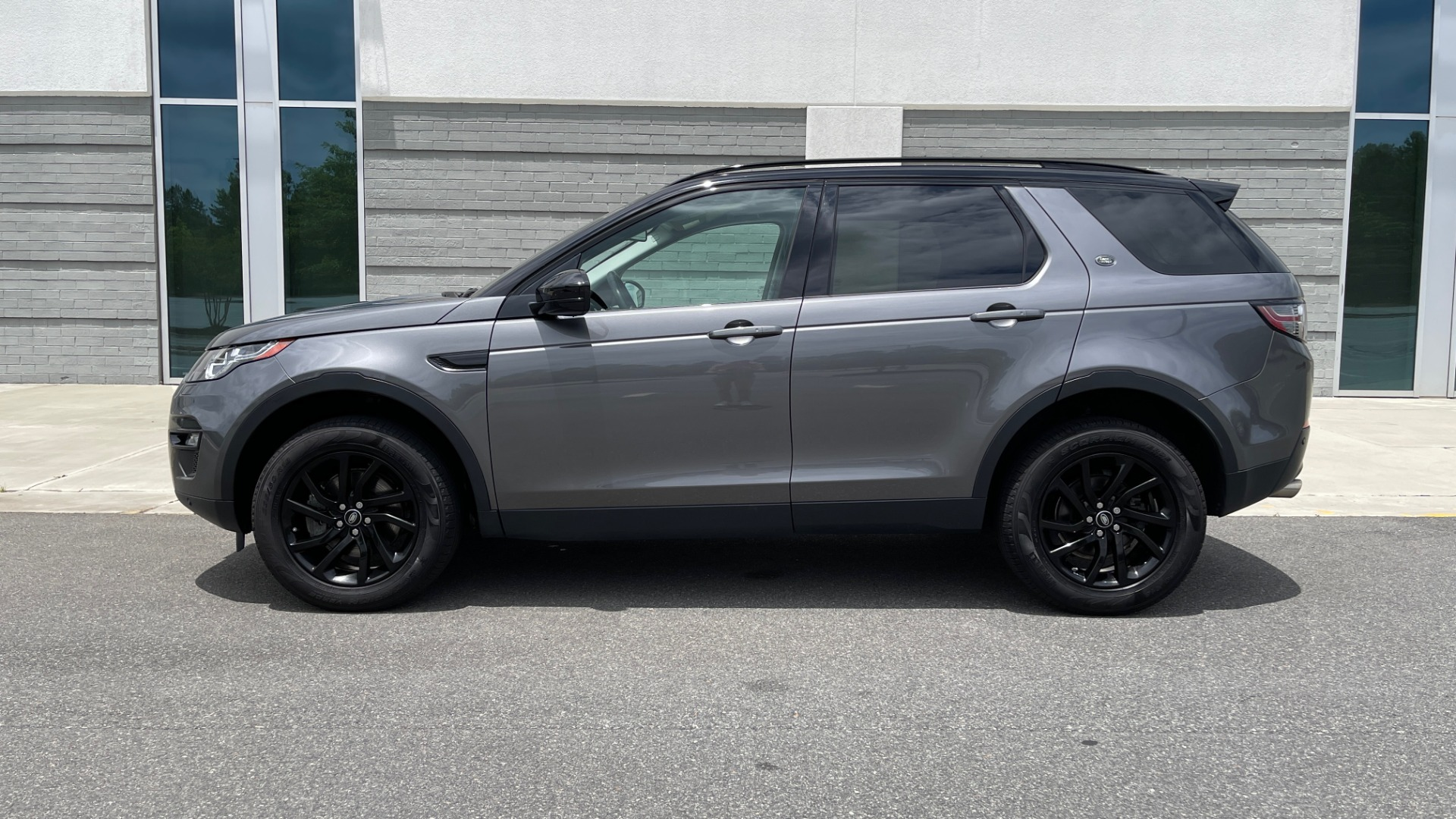 Used 2018 Land Rover DISCOVERY SPORT HSE 4WD / NAV / PANO-ROOF / MERIDIAN SND / HTD STS / LANE ASST / REARVIEW for sale $34,995 at Formula Imports in Charlotte NC 28227 4