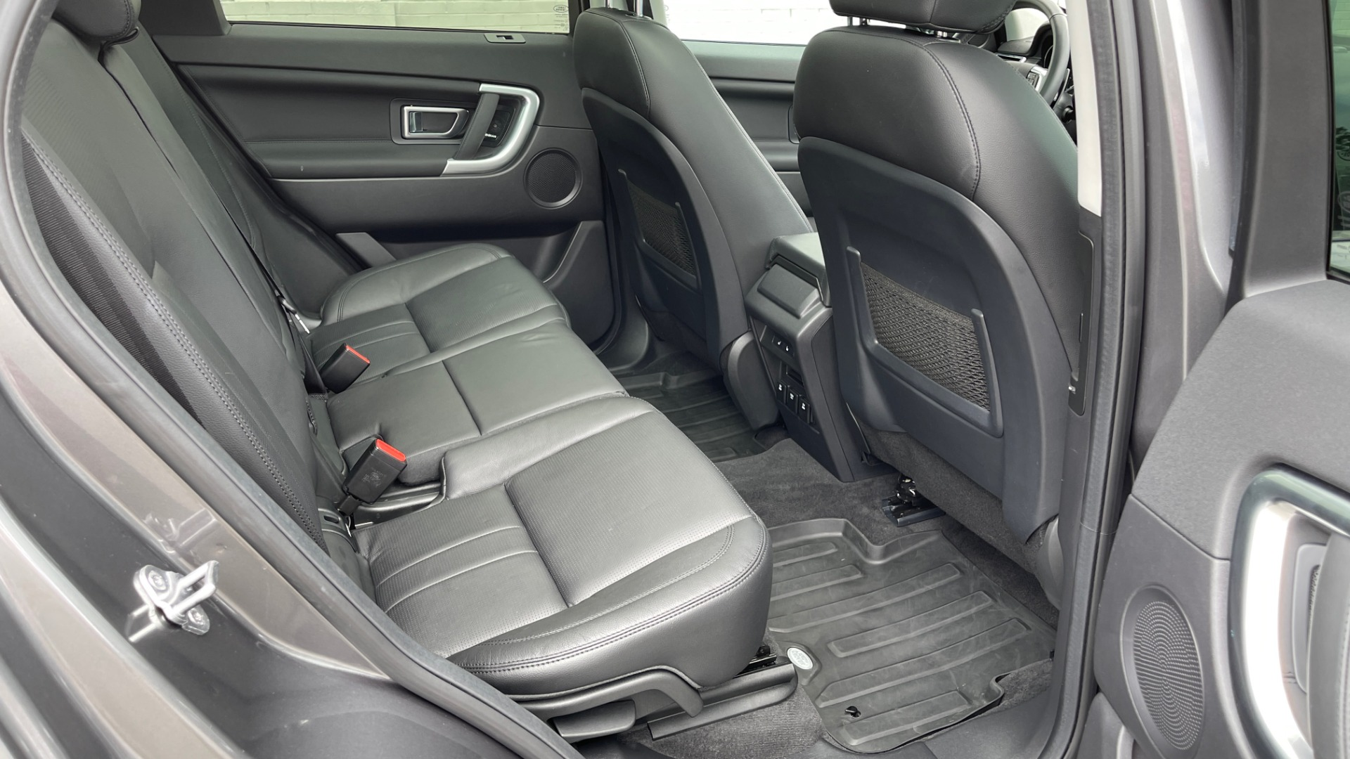 Used 2018 Land Rover DISCOVERY SPORT HSE 4WD / NAV / PANO-ROOF / MERIDIAN SND / HTD STS / LANE ASST / REARVIEW for sale $34,995 at Formula Imports in Charlotte NC 28227 65