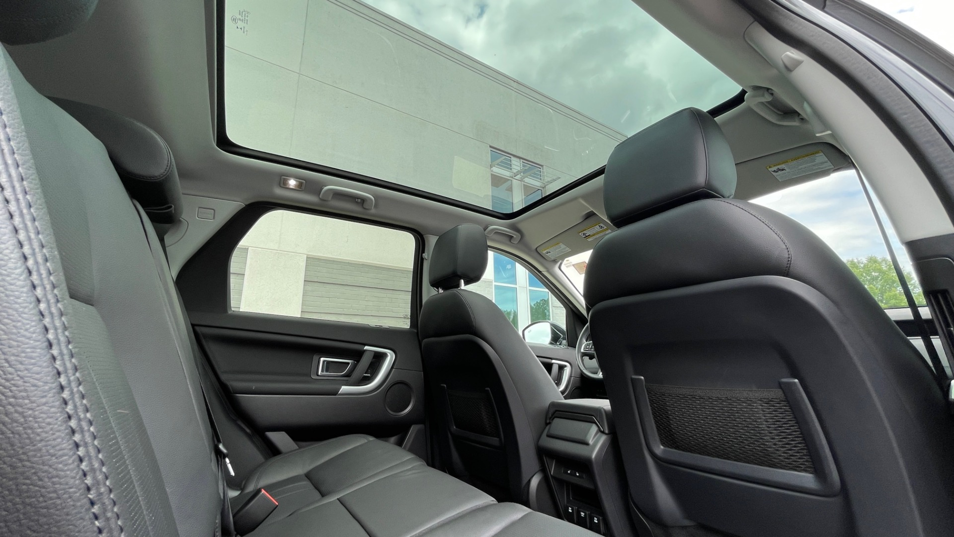Used 2018 Land Rover DISCOVERY SPORT HSE 4WD / NAV / PANO-ROOF / MERIDIAN SND / HTD STS / LANE ASST / REARVIEW for sale $34,995 at Formula Imports in Charlotte NC 28227 67