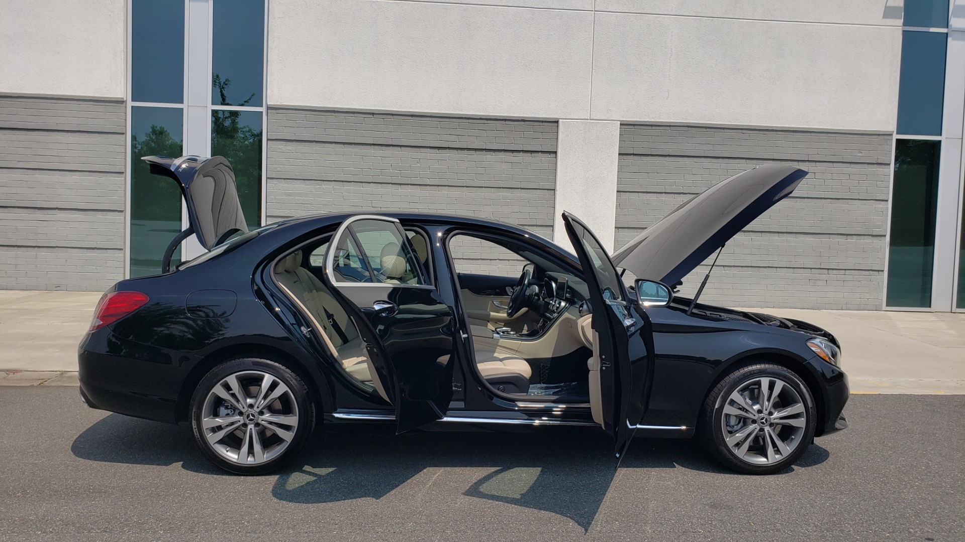 Used 2018 Mercedes-Benz C-CLASS C 300 4MATIC / PREMIUM / MULTIMEDIA / NAV / PANO-ROOF / BURMESTER for sale $30,495 at Formula Imports in Charlotte NC 28227 12