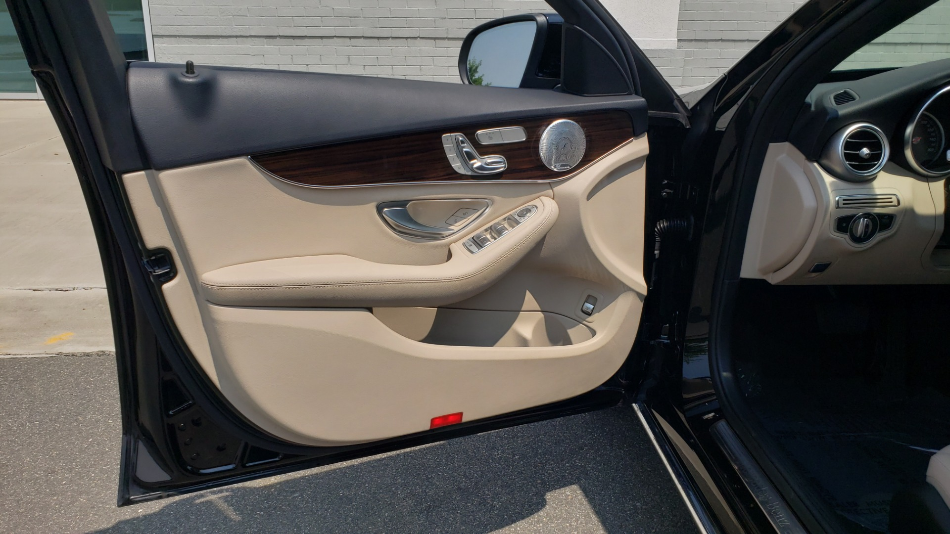Used 2018 Mercedes-Benz C-CLASS C 300 4MATIC / PREMIUM / MULTIMEDIA / NAV / PANO-ROOF / BURMESTER for sale $30,495 at Formula Imports in Charlotte NC 28227 29