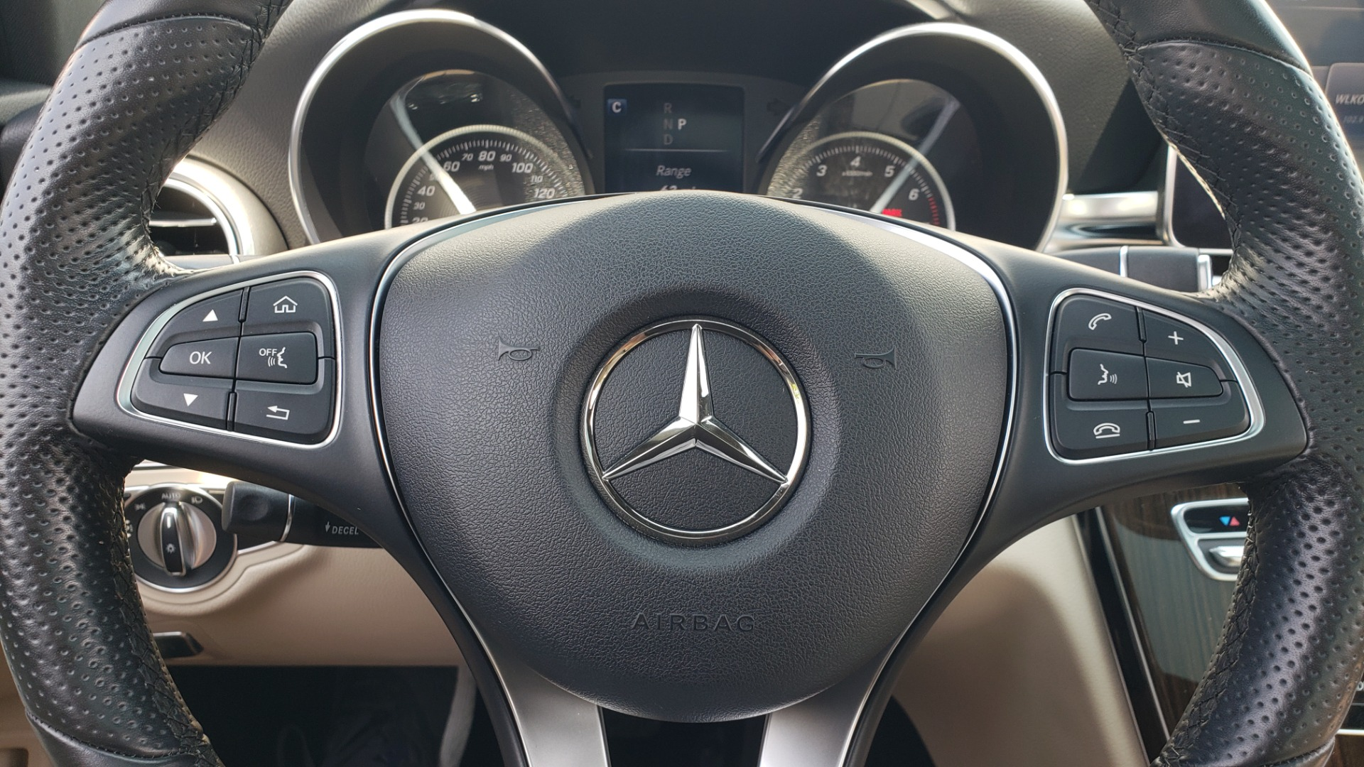 Used 2018 Mercedes-Benz C-CLASS C 300 4MATIC / PREMIUM / MULTIMEDIA / NAV / PANO-ROOF / BURMESTER for sale $30,495 at Formula Imports in Charlotte NC 28227 37