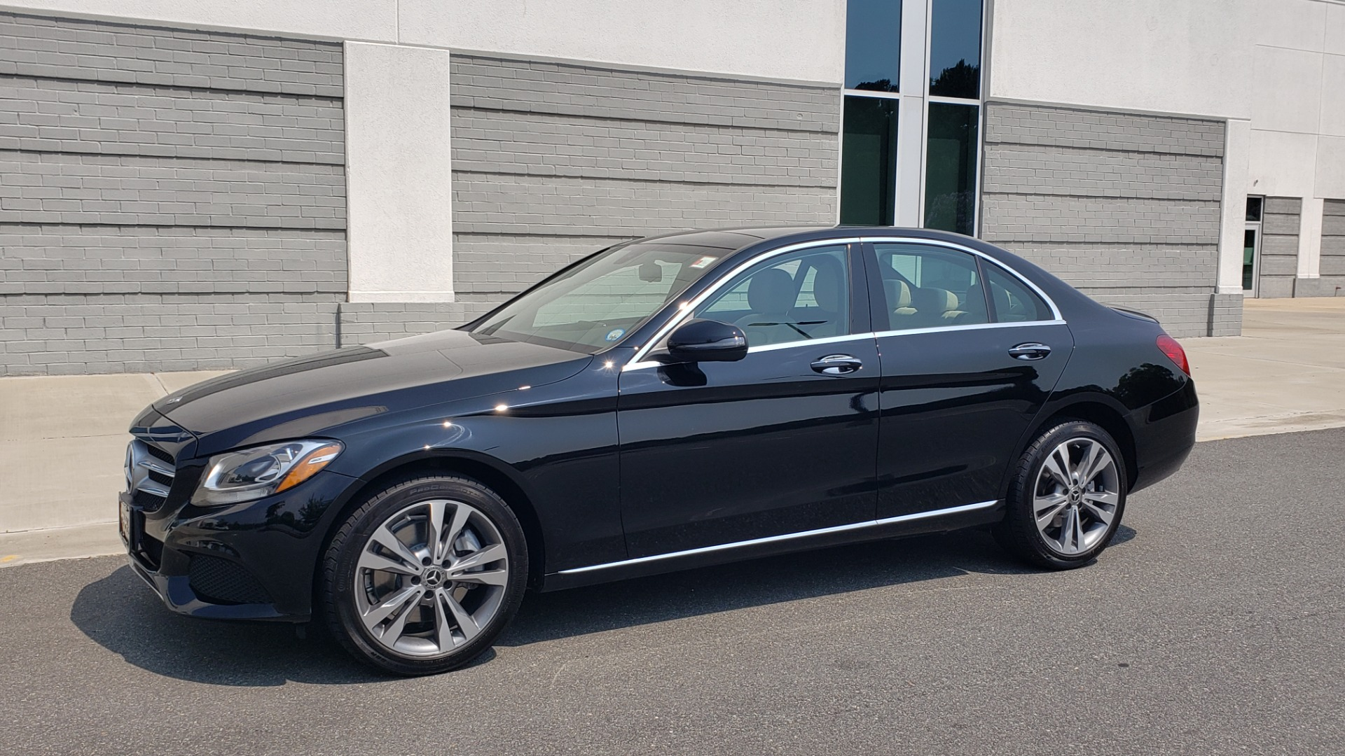 Used 2018 Mercedes-Benz C-CLASS C 300 4MATIC / PREMIUM / MULTIMEDIA / NAV / PANO-ROOF / BURMESTER for sale $30,495 at Formula Imports in Charlotte NC 28227 4