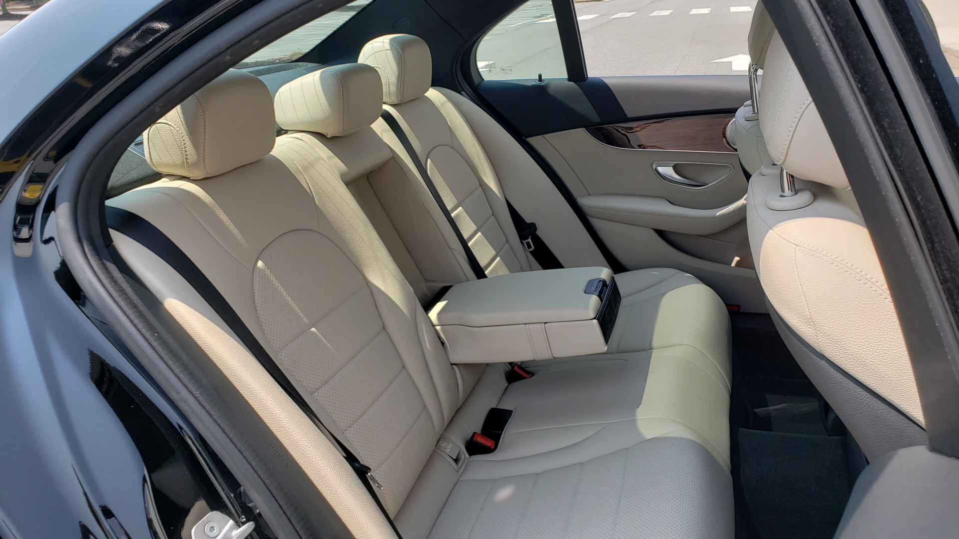Used 2018 Mercedes-Benz C-CLASS C 300 4MATIC / PREMIUM / MULTIMEDIA / NAV / PANO-ROOF / BURMESTER for sale $30,495 at Formula Imports in Charlotte NC 28227 66