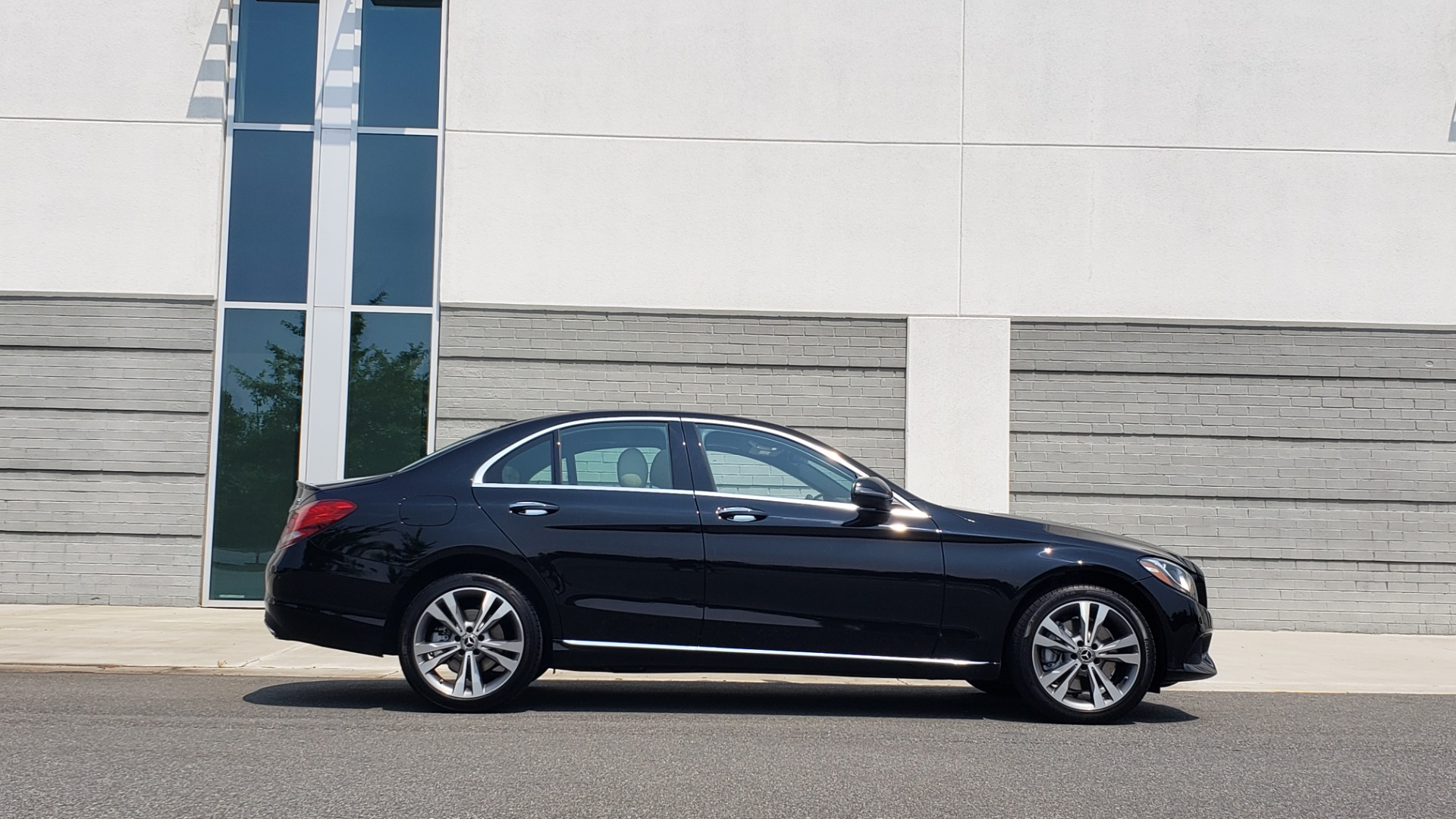 Used 2018 Mercedes-Benz C-CLASS C 300 4MATIC / PREMIUM / MULTIMEDIA / NAV / PANO-ROOF / BURMESTER for sale $30,495 at Formula Imports in Charlotte NC 28227 9