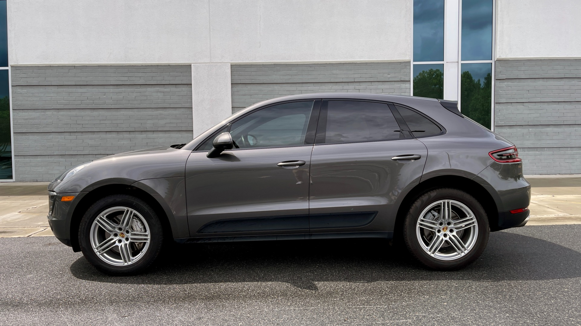 Used 2016 Porsche MACAN S PREMIUM PLUS / AWD / NAV / BOSE / SUNROOF / LCA / PARK ASST / INFOTAINMEN for sale $45,256 at Formula Imports in Charlotte NC 28227 3