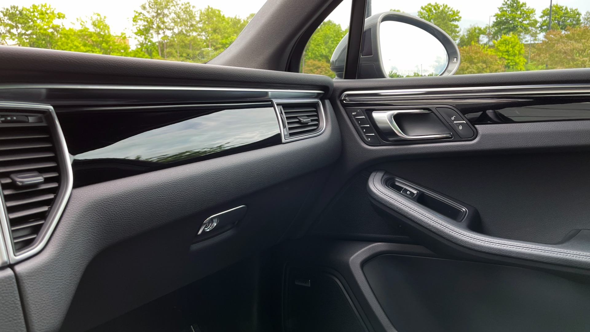 Used 2016 Porsche MACAN S PREMIUM PLUS / AWD / NAV / BOSE / SUNROOF / LCA / PARK ASST / INFOTAINMEN for sale $45,256 at Formula Imports in Charlotte NC 28227 55