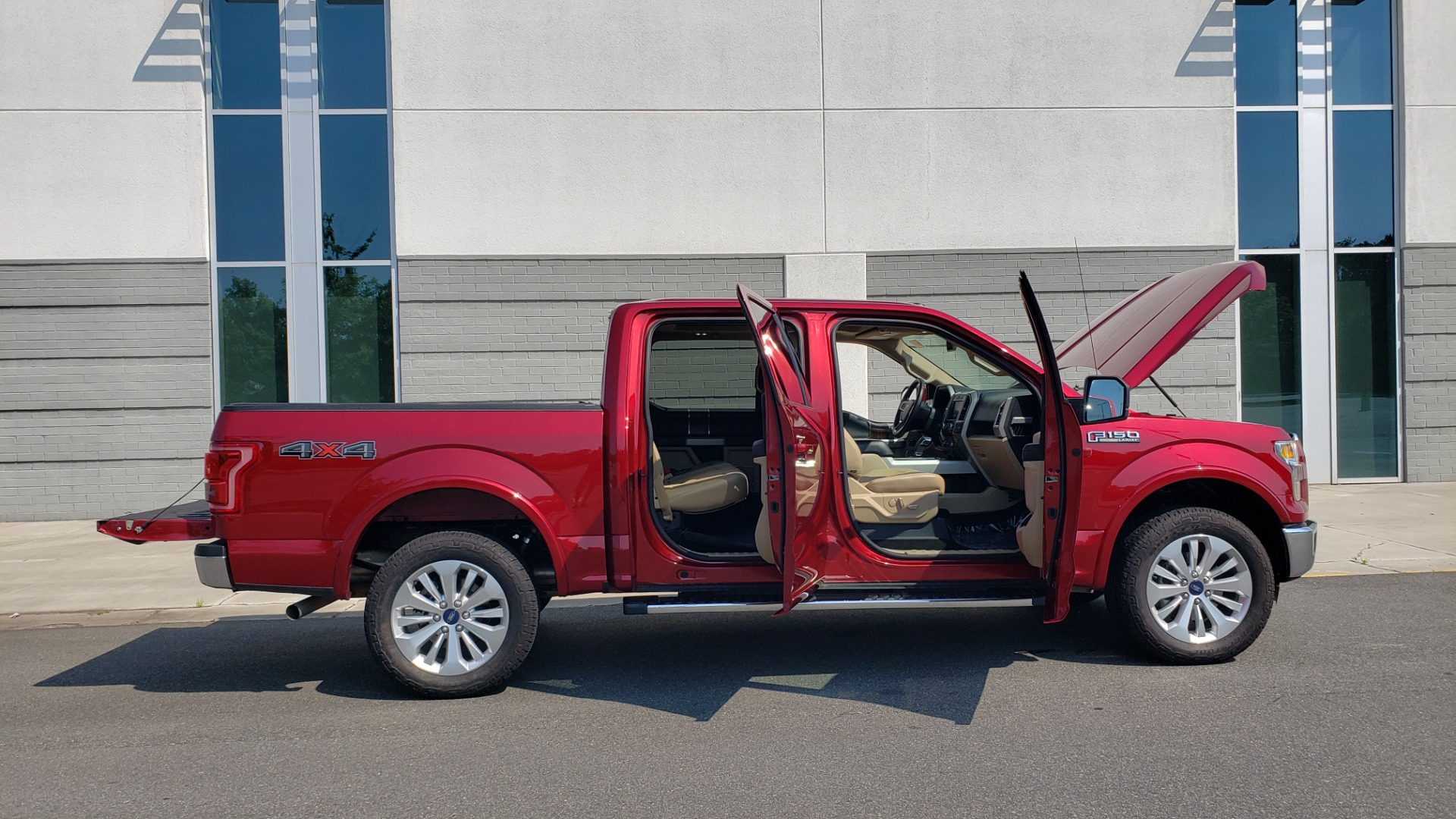 Used 2015 Ford F-150 LARIAT 4X4 SUPERCREW / 5.0L V8 / AUTO / NAV / SUNROOF / REARVIEW for sale $33,995 at Formula Imports in Charlotte NC 28227 14