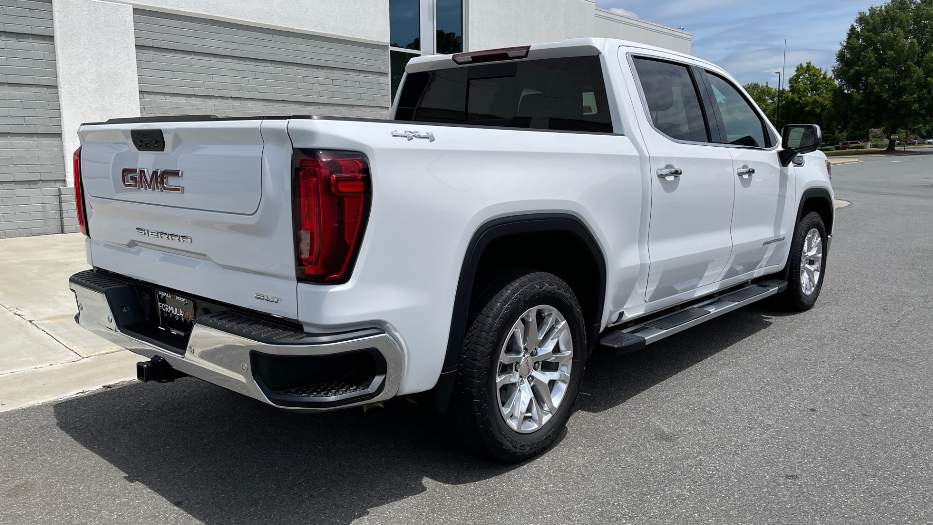Used 2019 GMC SIERRA 1500 SLT 4X4 CREWCAB / 5.3L V8 / 8-SPD AUTO / NAV / BOSE / REARVIEW for sale $49,999 at Formula Imports in Charlotte NC 28227 2