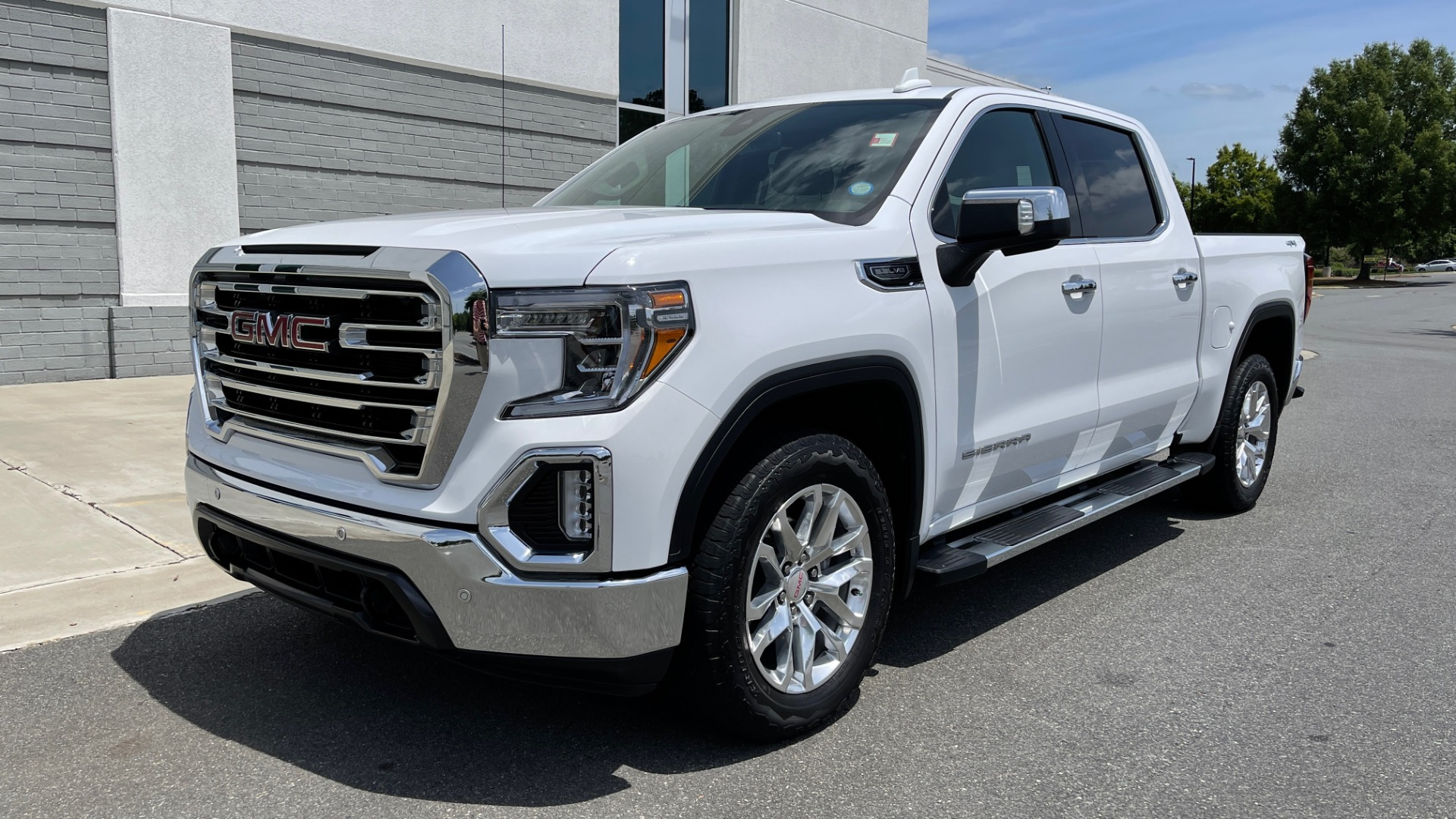 Used 2019 GMC SIERRA 1500 SLT 4X4 CREWCAB / 5.3L V8 / 8-SPD AUTO / NAV / BOSE / REARVIEW for sale $49,999 at Formula Imports in Charlotte NC 28227 3
