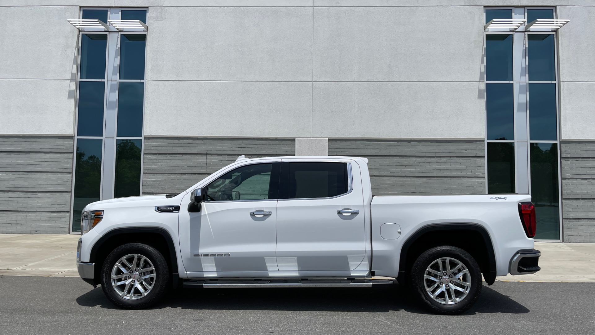 Used 2019 GMC SIERRA 1500 SLT 4X4 CREWCAB / 5.3L V8 / 8-SPD AUTO / NAV / BOSE / REARVIEW for sale $49,999 at Formula Imports in Charlotte NC 28227 4