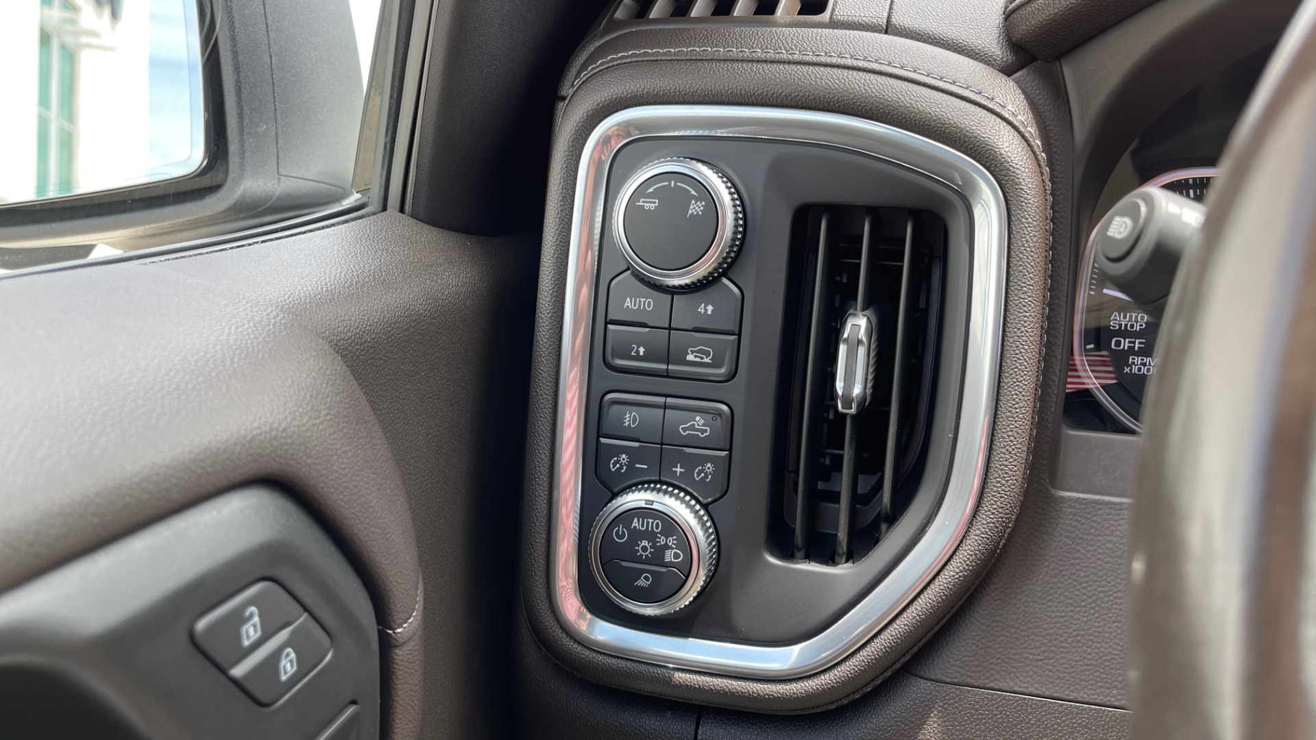 Used 2019 GMC SIERRA 1500 SLT 4X4 CREWCAB / 5.3L V8 / 8-SPD AUTO / NAV / BOSE / REARVIEW for sale $49,999 at Formula Imports in Charlotte NC 28227 44