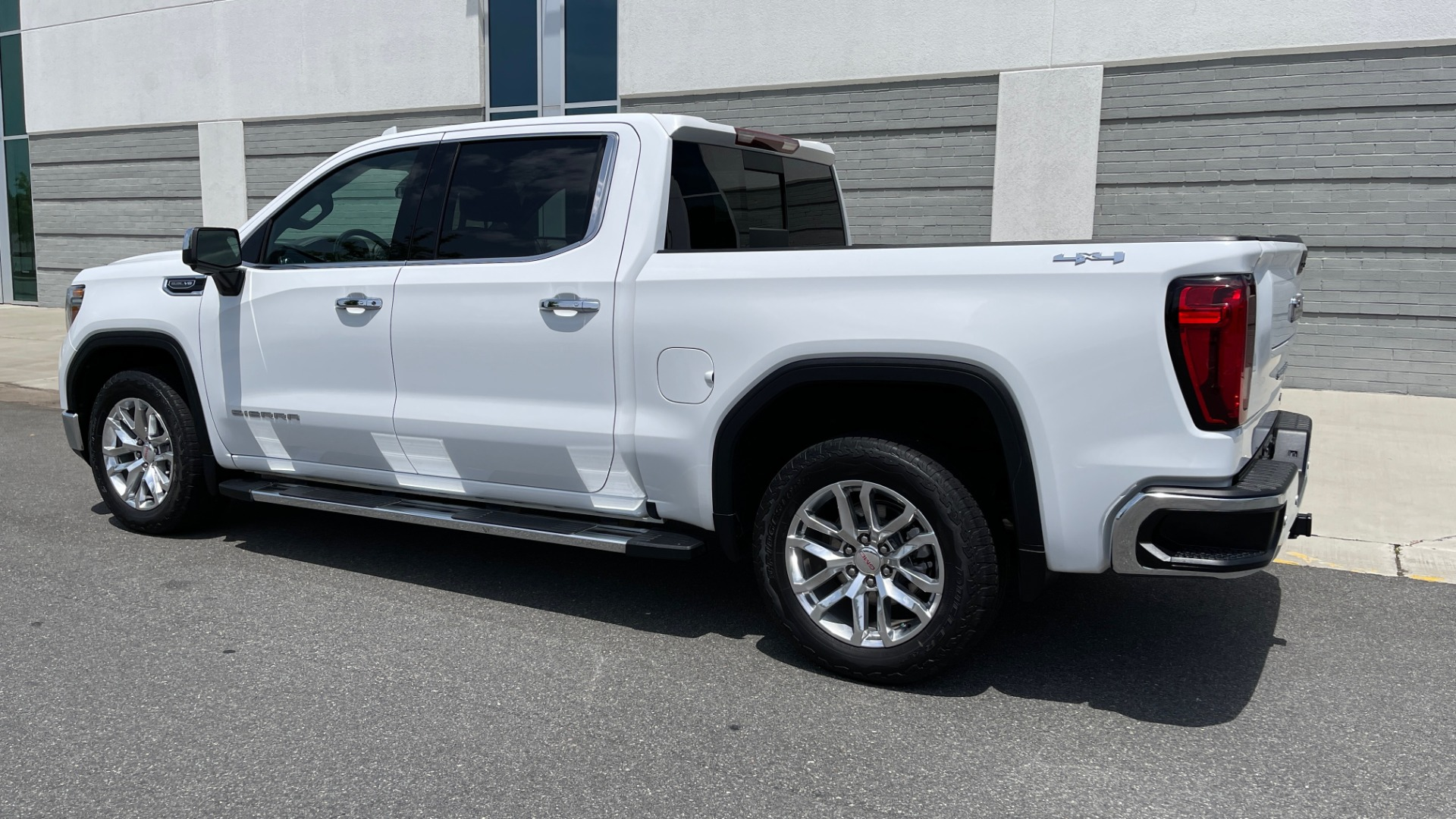 Used 2019 GMC SIERRA 1500 SLT 4X4 CREWCAB / 5.3L V8 / 8-SPD AUTO / NAV / BOSE / REARVIEW for sale $49,999 at Formula Imports in Charlotte NC 28227 5