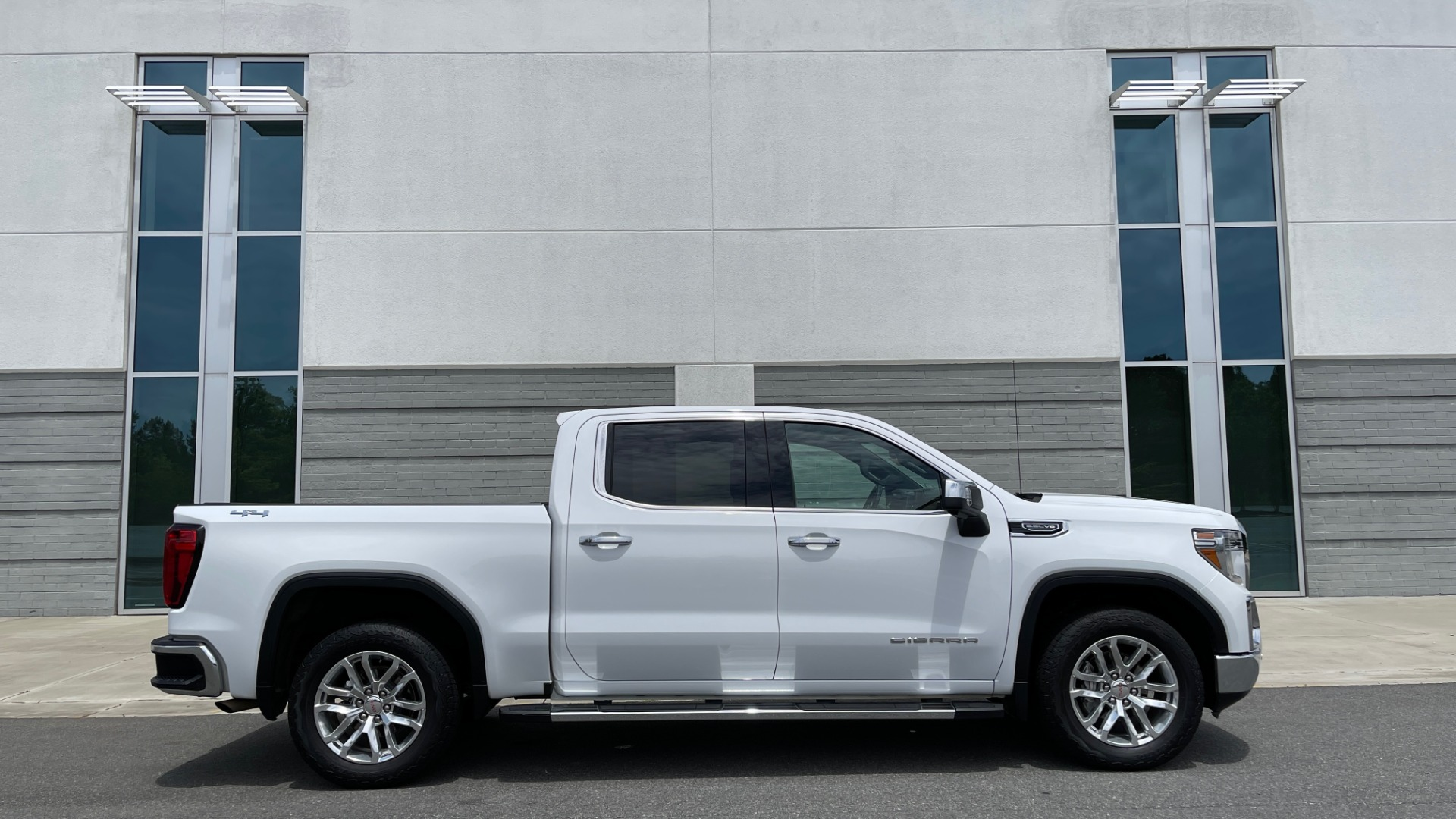 Used 2019 GMC SIERRA 1500 SLT 4X4 CREWCAB / 5.3L V8 / 8-SPD AUTO / NAV / BOSE / REARVIEW for sale $49,999 at Formula Imports in Charlotte NC 28227 8