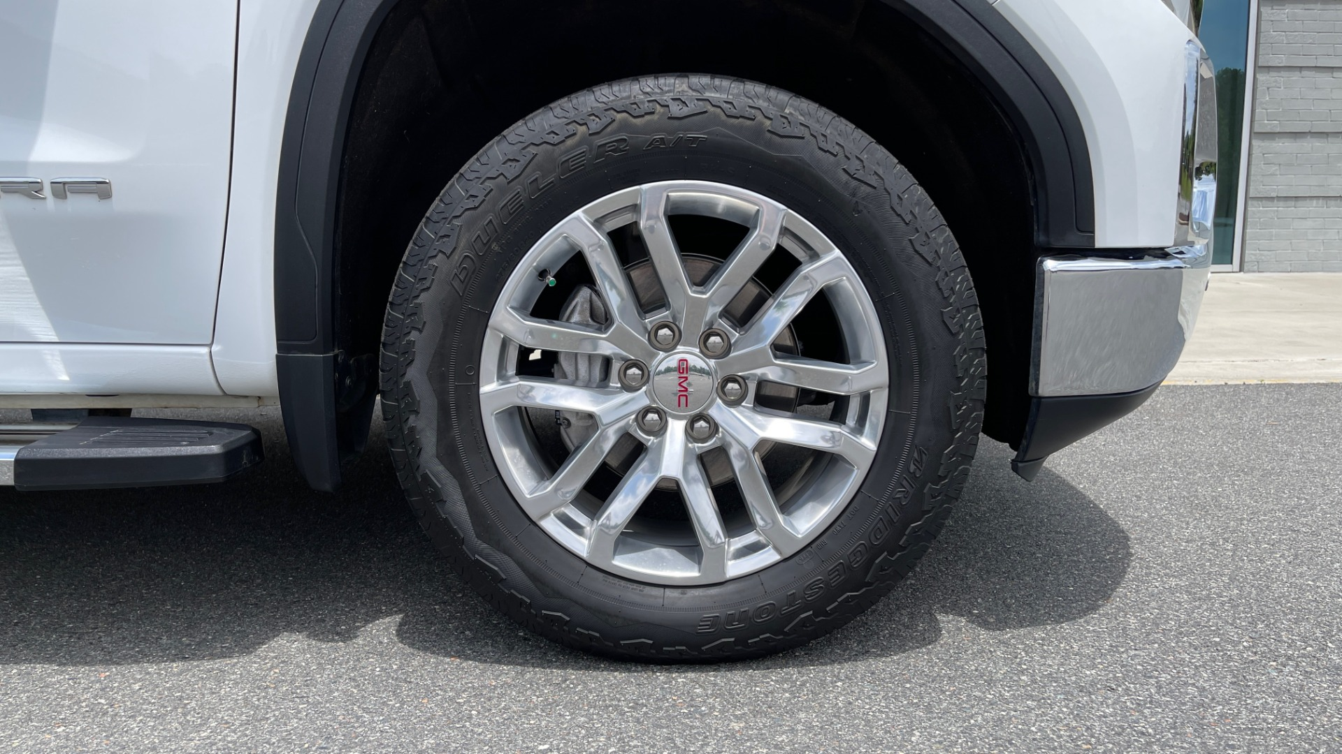 Used 2019 GMC SIERRA 1500 SLT 4X4 CREWCAB / 5.3L V8 / 8-SPD AUTO / NAV / BOSE / REARVIEW for sale $49,999 at Formula Imports in Charlotte NC 28227 83