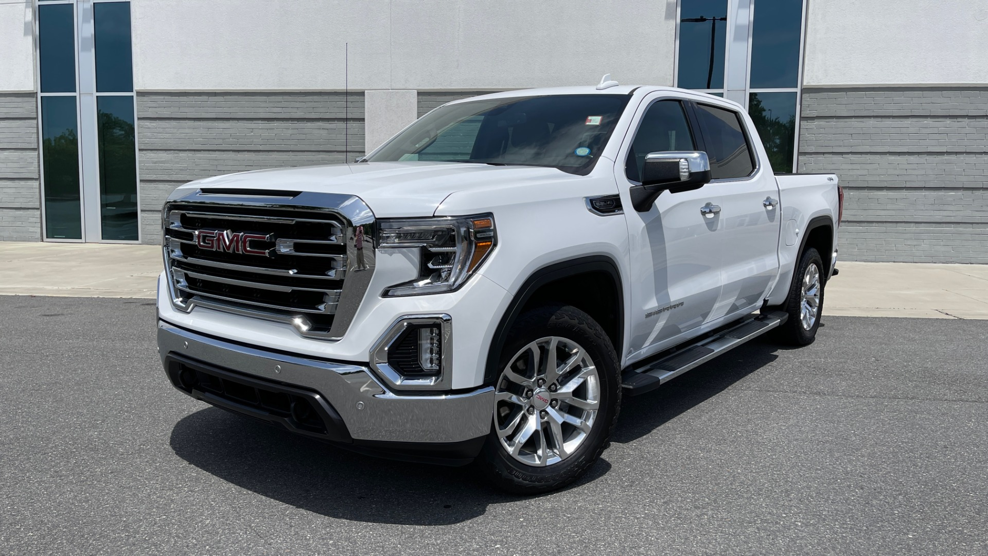 Used 2019 GMC SIERRA 1500 SLT 4X4 CREWCAB / 5.3L V8 / 8-SPD AUTO / NAV / BOSE / REARVIEW for sale $49,999 at Formula Imports in Charlotte NC 28227 1