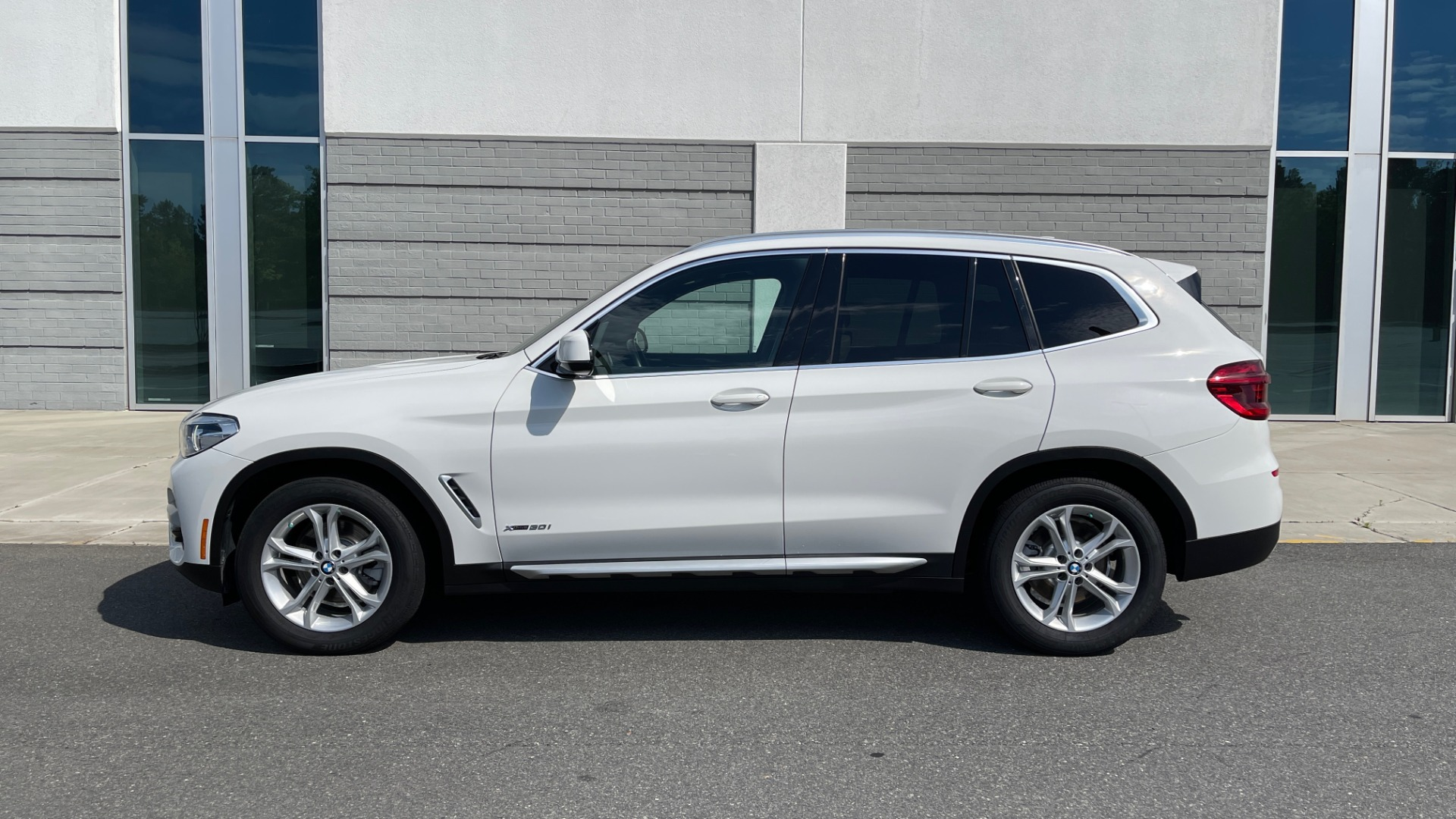 Used 2018 BMW X3 XDRIVE30I CONVENIENCE PKG / HEATED FRONT SEATS / REARVIEW for sale $36,595 at Formula Imports in Charlotte NC 28227 4