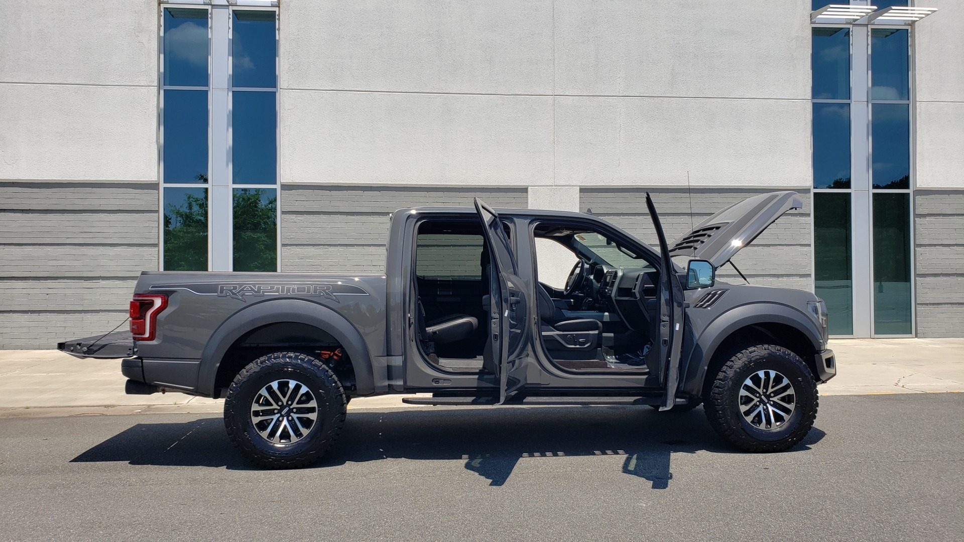 Used 2020 Ford F-150 RAPTOR 4X4 SUPERCREW / 3.5L ECOBOOST / 10-SPD AUTO / SUNROOF / REARVIEW for sale $82,500 at Formula Imports in Charlotte NC 28227 15