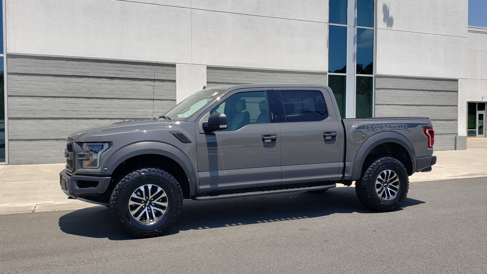Used 2020 Ford F-150 RAPTOR 4X4 SUPERCREW / 3.5L ECOBOOST / 10-SPD AUTO / SUNROOF / REARVIEW for sale $82,500 at Formula Imports in Charlotte NC 28227 4