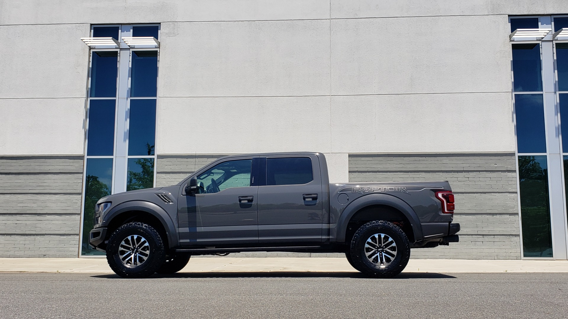 Used 2020 Ford F-150 RAPTOR 4X4 SUPERCREW / 3.5L ECOBOOST / 10-SPD AUTO / SUNROOF / REARVIEW for sale $82,500 at Formula Imports in Charlotte NC 28227 5