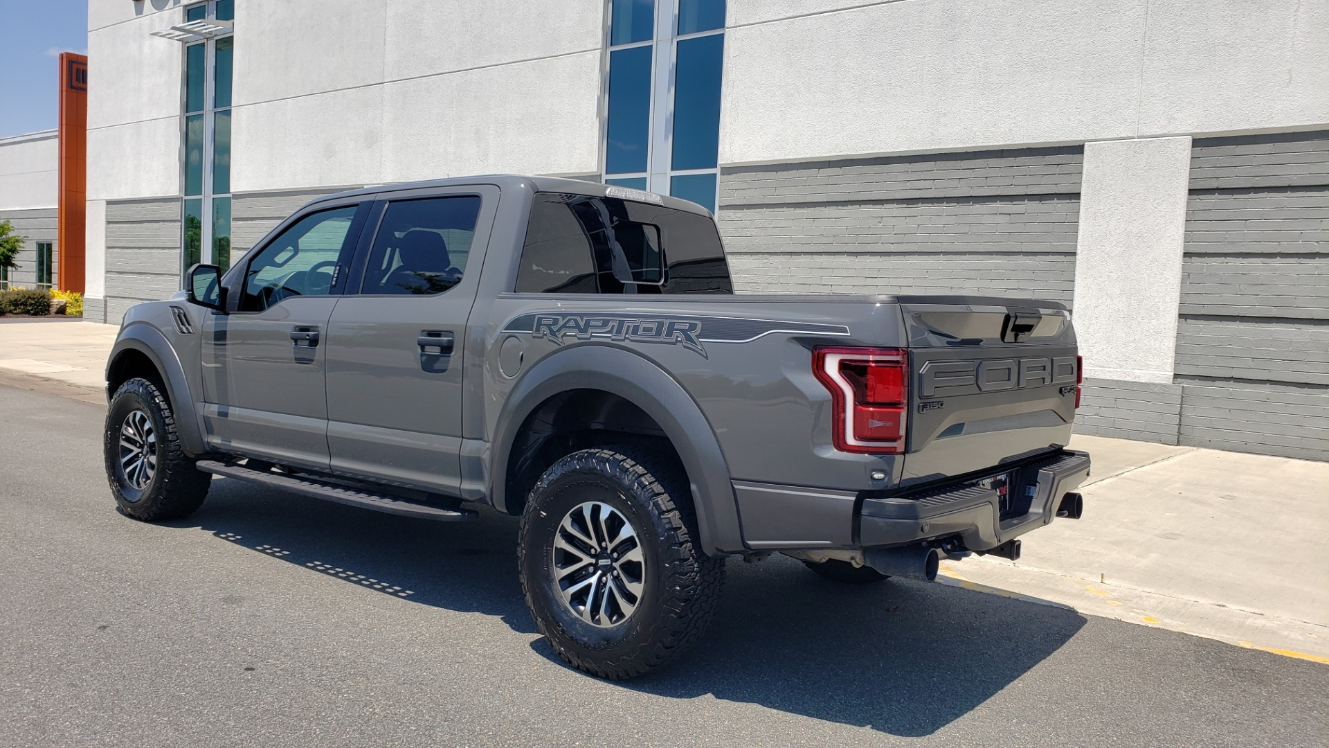 Used 2020 Ford F-150 RAPTOR 4X4 SUPERCREW / 3.5L ECOBOOST / 10-SPD AUTO / SUNROOF / REARVIEW for sale $82,500 at Formula Imports in Charlotte NC 28227 6