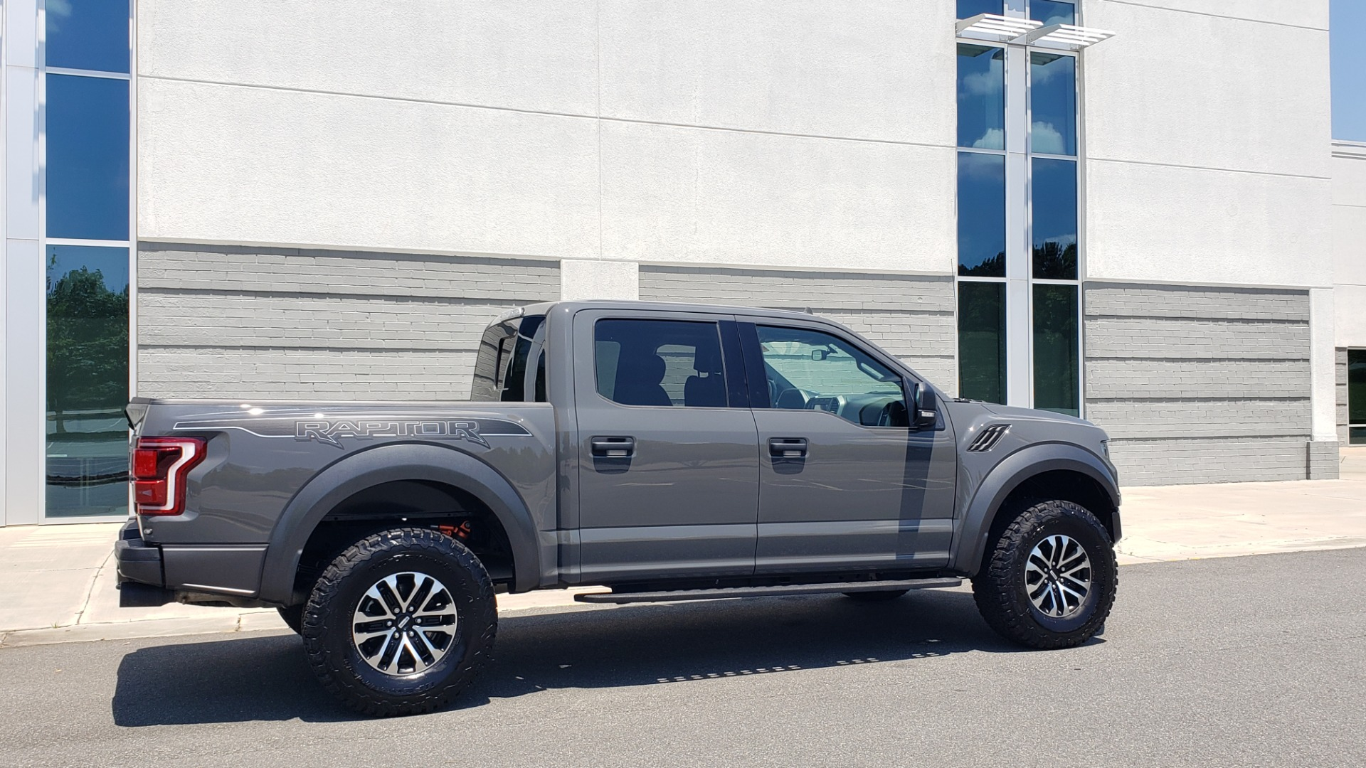 Used 2020 Ford F-150 RAPTOR 4X4 SUPERCREW / 3.5L ECOBOOST / 10-SPD AUTO / SUNROOF / REARVIEW for sale $82,500 at Formula Imports in Charlotte NC 28227 8