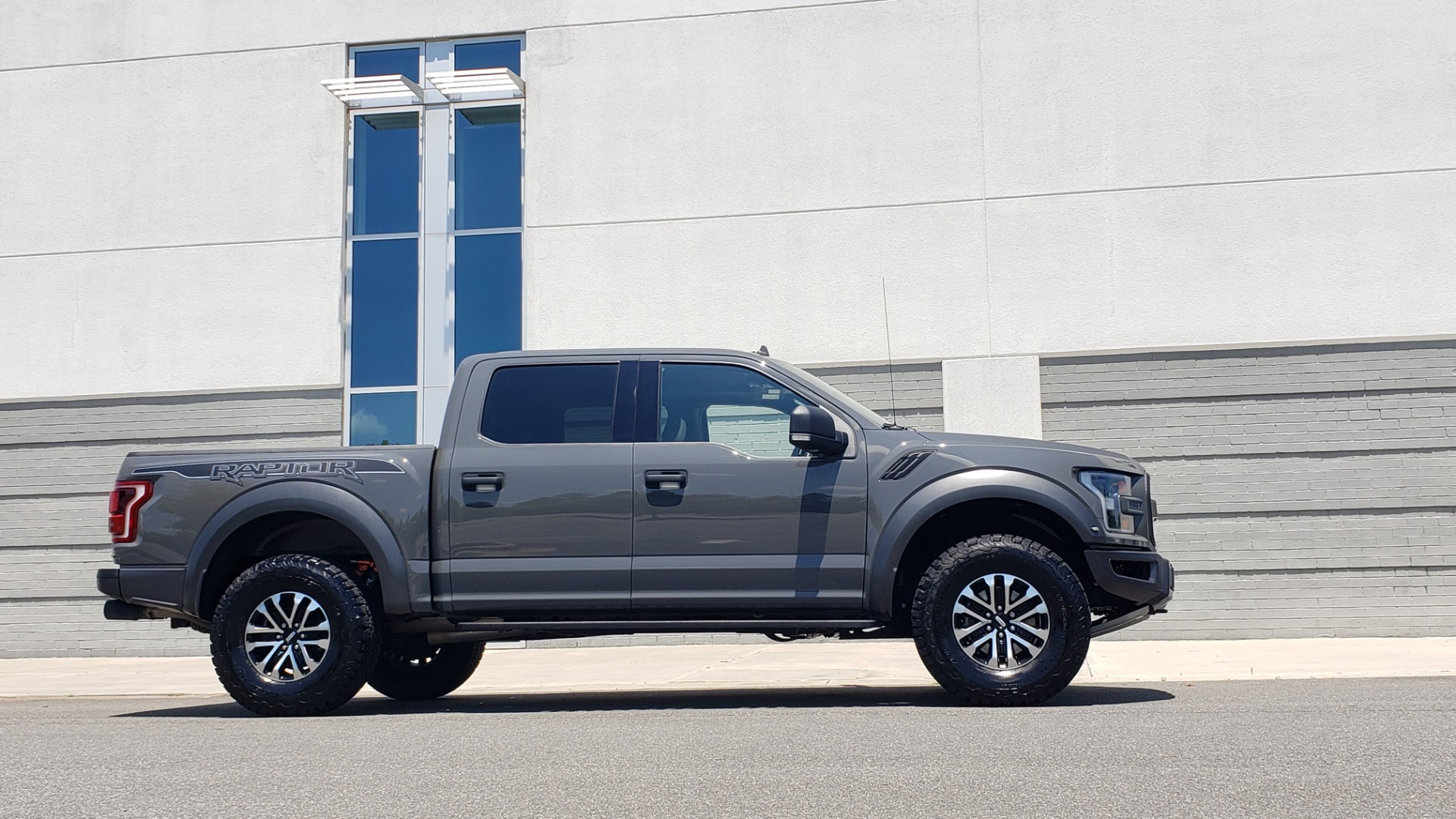 Used 2020 Ford F-150 RAPTOR 4X4 SUPERCREW / 3.5L ECOBOOST / 10-SPD AUTO / SUNROOF / REARVIEW for sale $82,500 at Formula Imports in Charlotte NC 28227 9