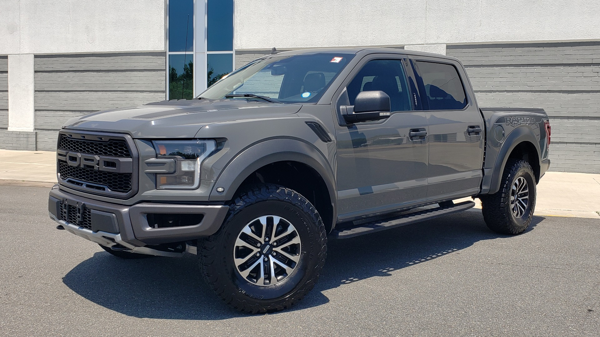 Used 2020 Ford F-150 RAPTOR 4X4 SUPERCREW / 3.5L ECOBOOST / 10-SPD AUTO / SUNROOF / REARVIEW for sale $82,500 at Formula Imports in Charlotte NC 28227 1