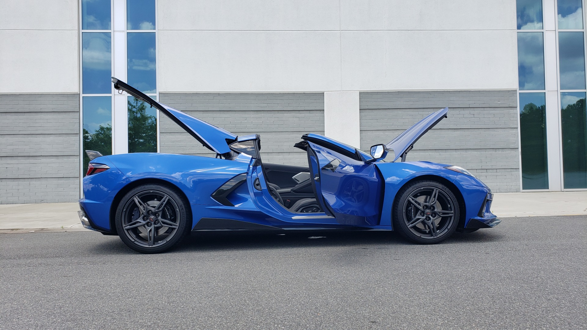 Used 2020 Chevrolet CORVETTE C8 STINGRAY COUPE 2LT / PERF & Z51 PKG / NAV / BOSE / 8-SPD AUTO / REARVIEW for sale Sold at Formula Imports in Charlotte NC 28227 17