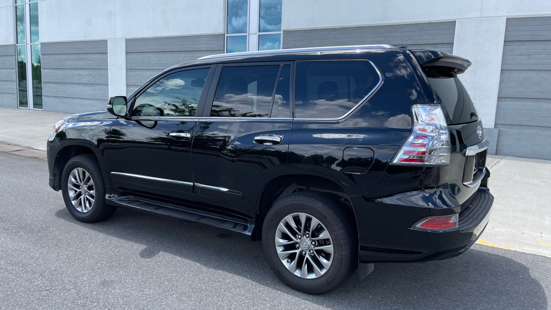 Used 2017 Lexus GX GX 460 LUXURY / AWD / NAV / SUNROOF / MARK LEV SND / REARVIEW for sale $37,995 at Formula Imports in Charlotte NC 28227 4