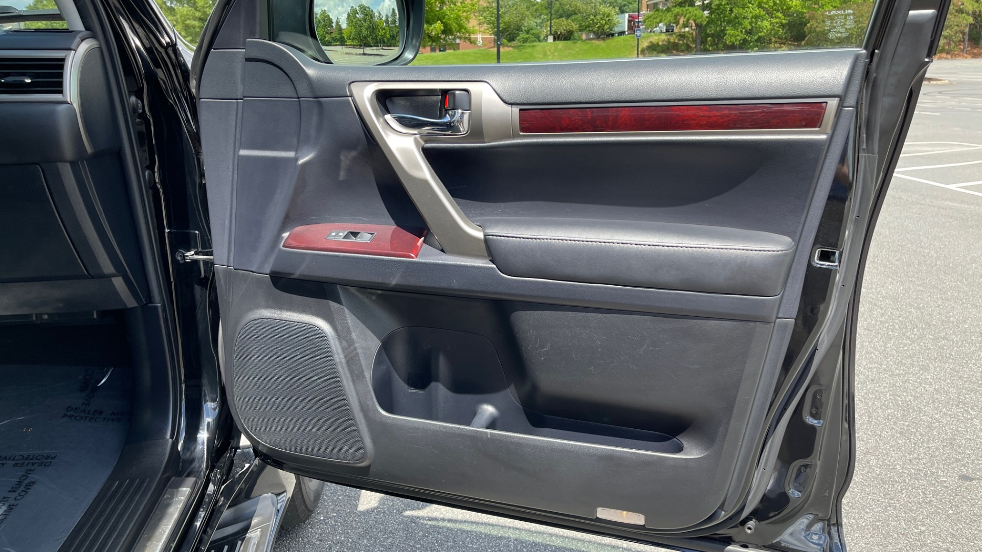 Used 2017 Lexus GX GX 460 LUXURY / AWD / NAV / SUNROOF / MARK LEV SND / REARVIEW for sale $37,995 at Formula Imports in Charlotte NC 28227 57