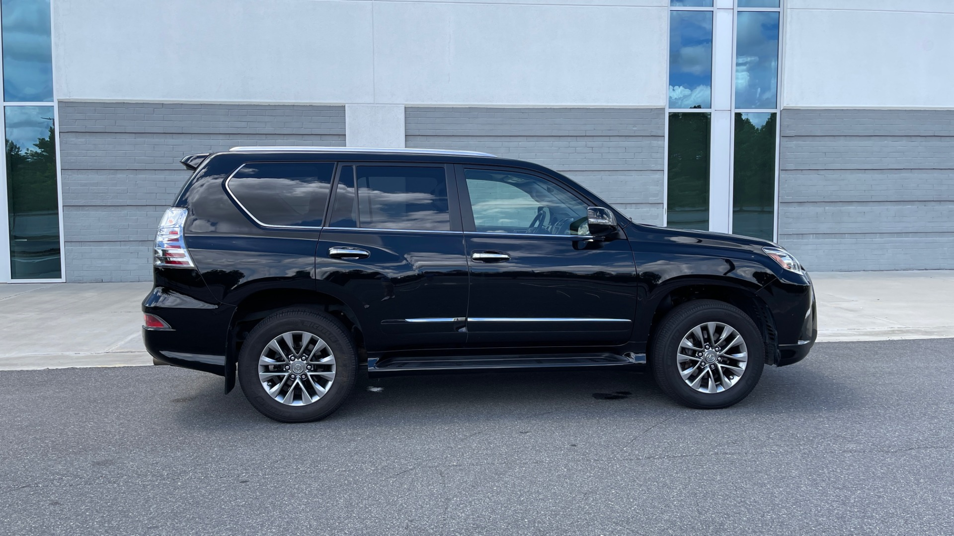 Used 2017 Lexus GX GX 460 LUXURY / AWD / NAV / SUNROOF / MARK LEV SND / REARVIEW for sale $37,995 at Formula Imports in Charlotte NC 28227 6