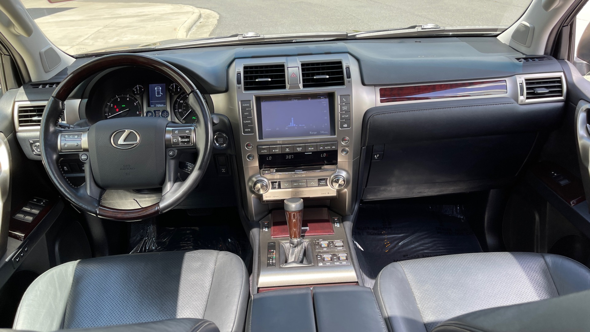 Used 2017 Lexus GX GX 460 LUXURY / AWD / NAV / SUNROOF / MARK LEV SND / REARVIEW for sale $37,995 at Formula Imports in Charlotte NC 28227 62